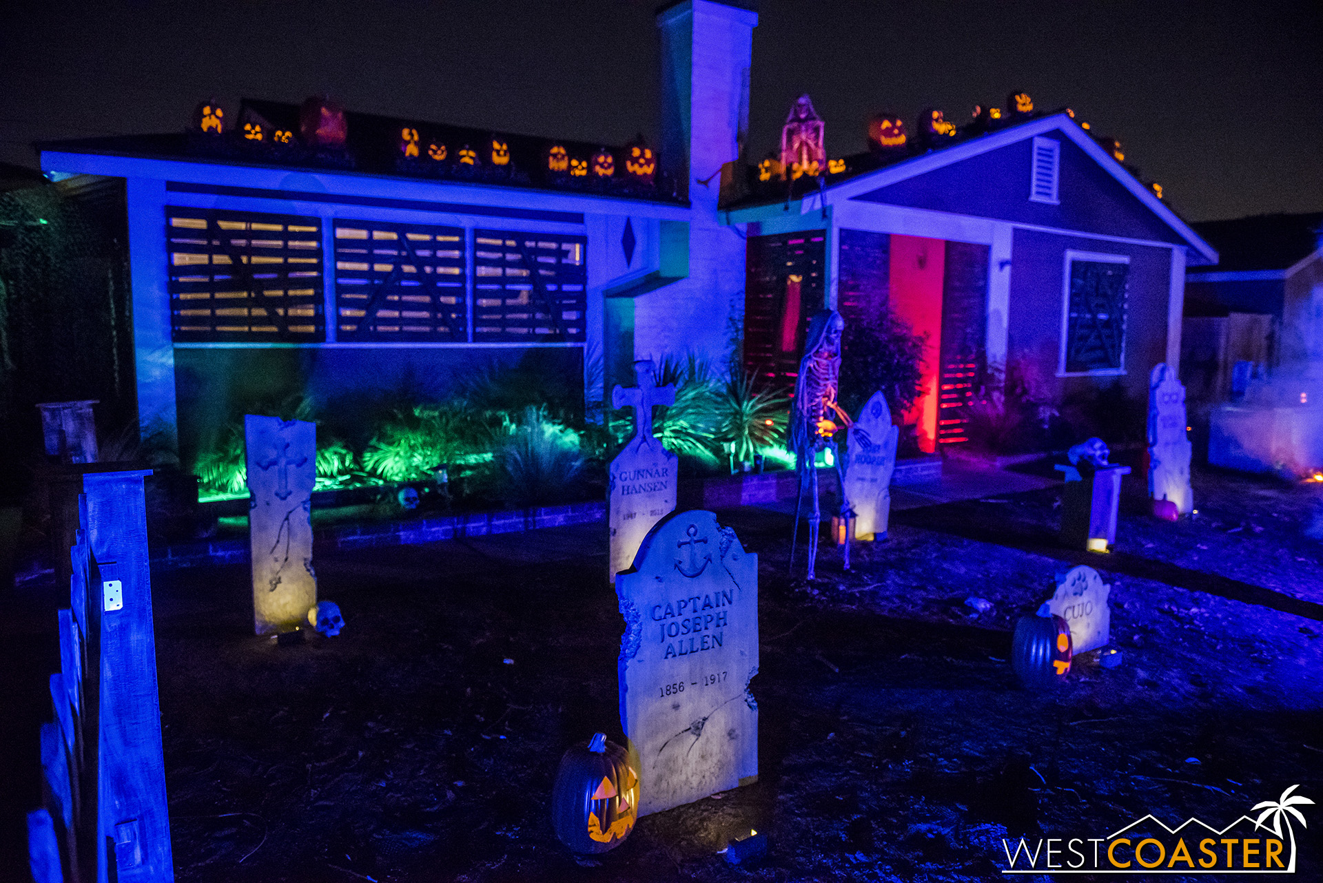 The front yard of Hull House is beautifully done up.
