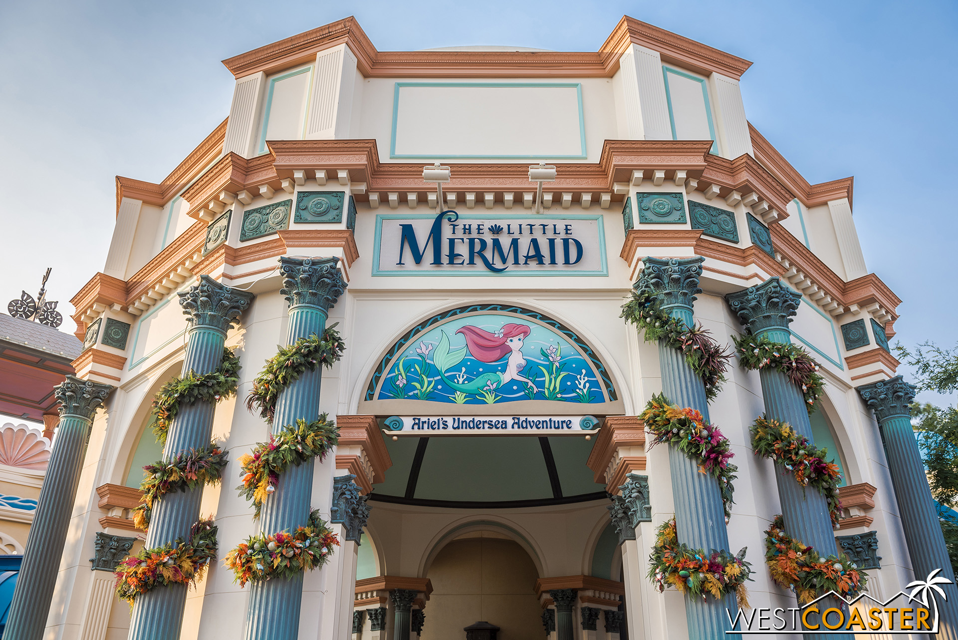 The garland around the Little Mermaid building looks a bit like kelp, doesn't it?
