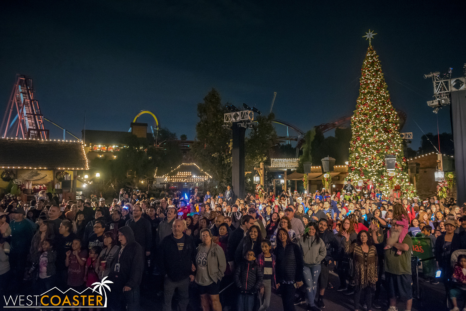 The 600 children from the Boys and Girls Club and their families pose for a group photo for Knott's.