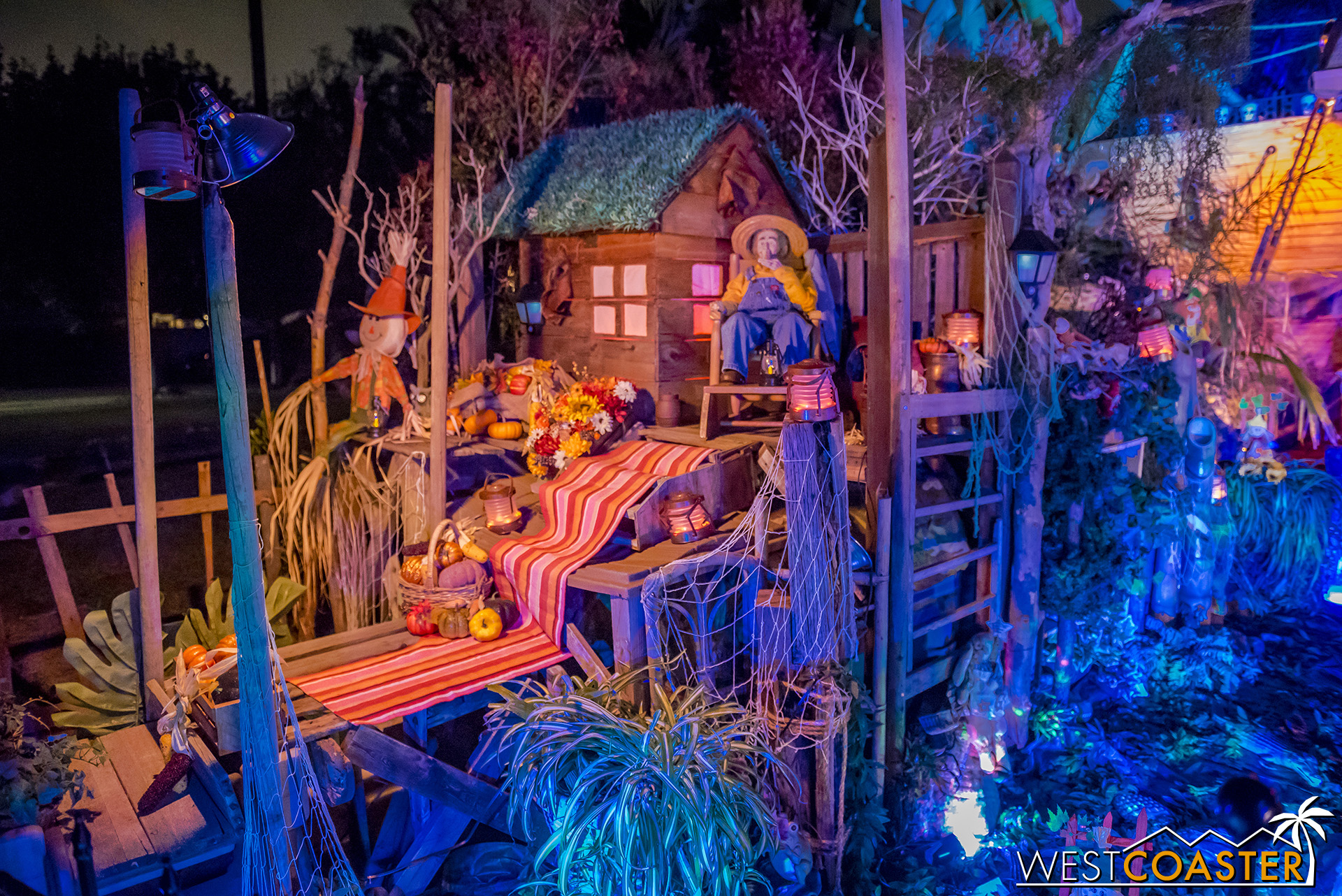 There's also a swampy bayou area, reminiscent of the beginning of the attraction as guests sail by the Blue Bayou Restaurant.