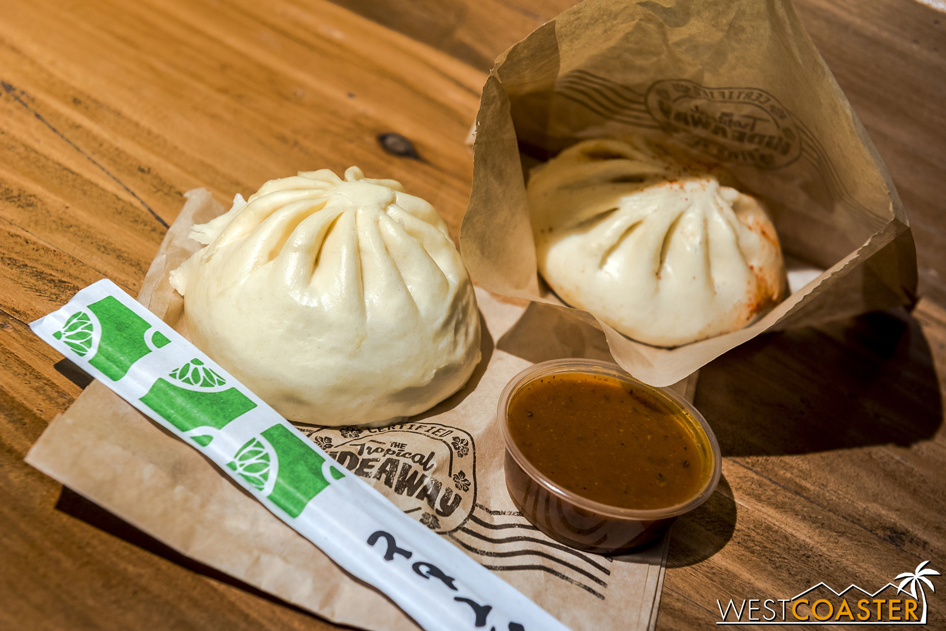 I tried the Bulgogi Beef Bao with Sweet Chilies, Potatoes and the Spiced Vegetable Bao with Chickpeas, Braised Vegetables.