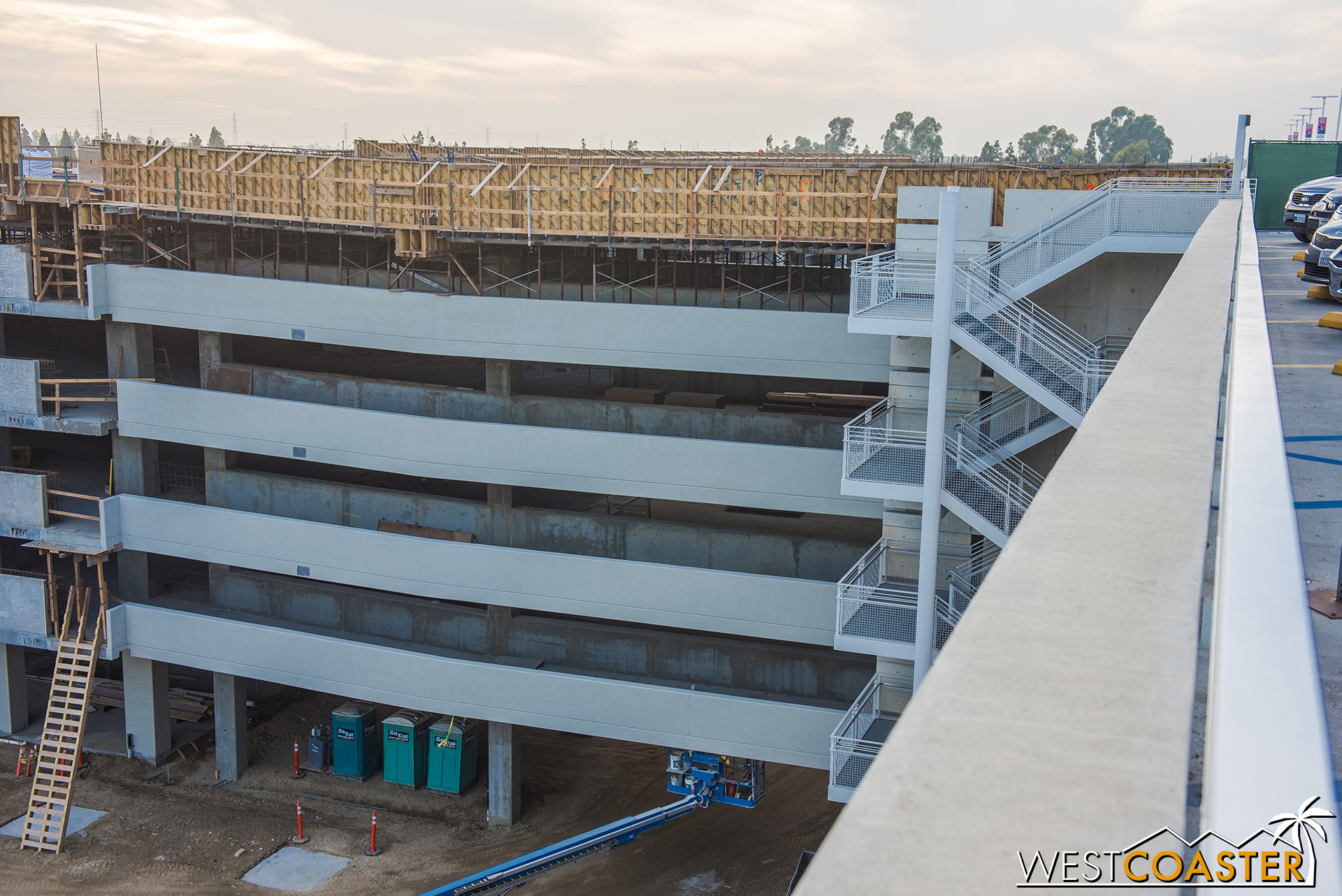 Here's one of the two bridges between the new structure and the current one.