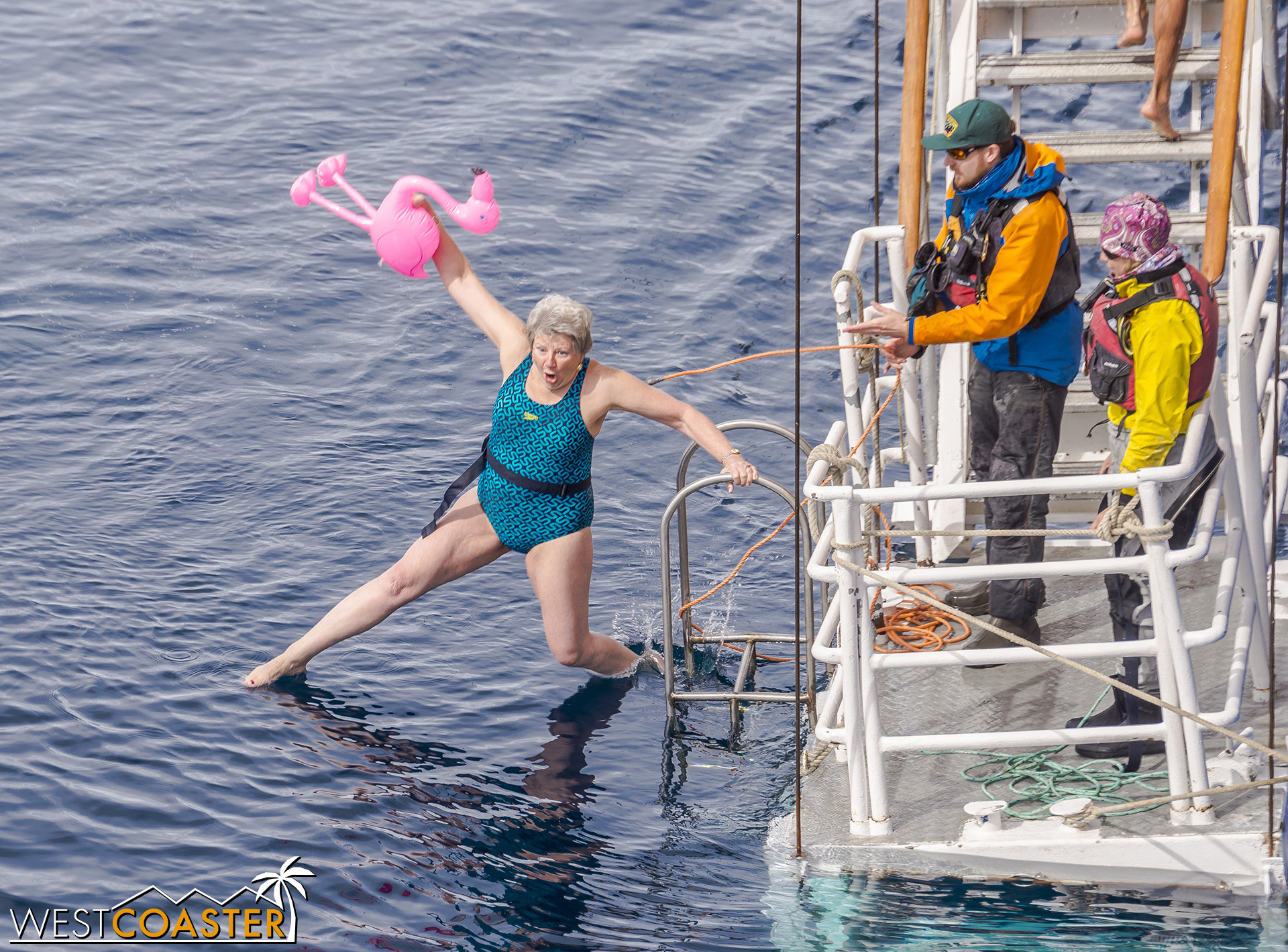 One of the first guests to dive in… this lady who brings a flamingo as company!
