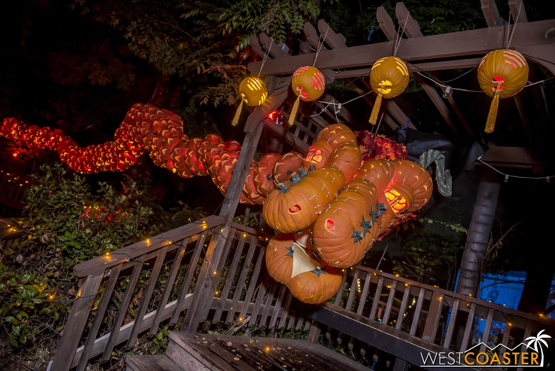 PumpkinNights-19_0308-C-PumpkinWalk-0018.jpg
