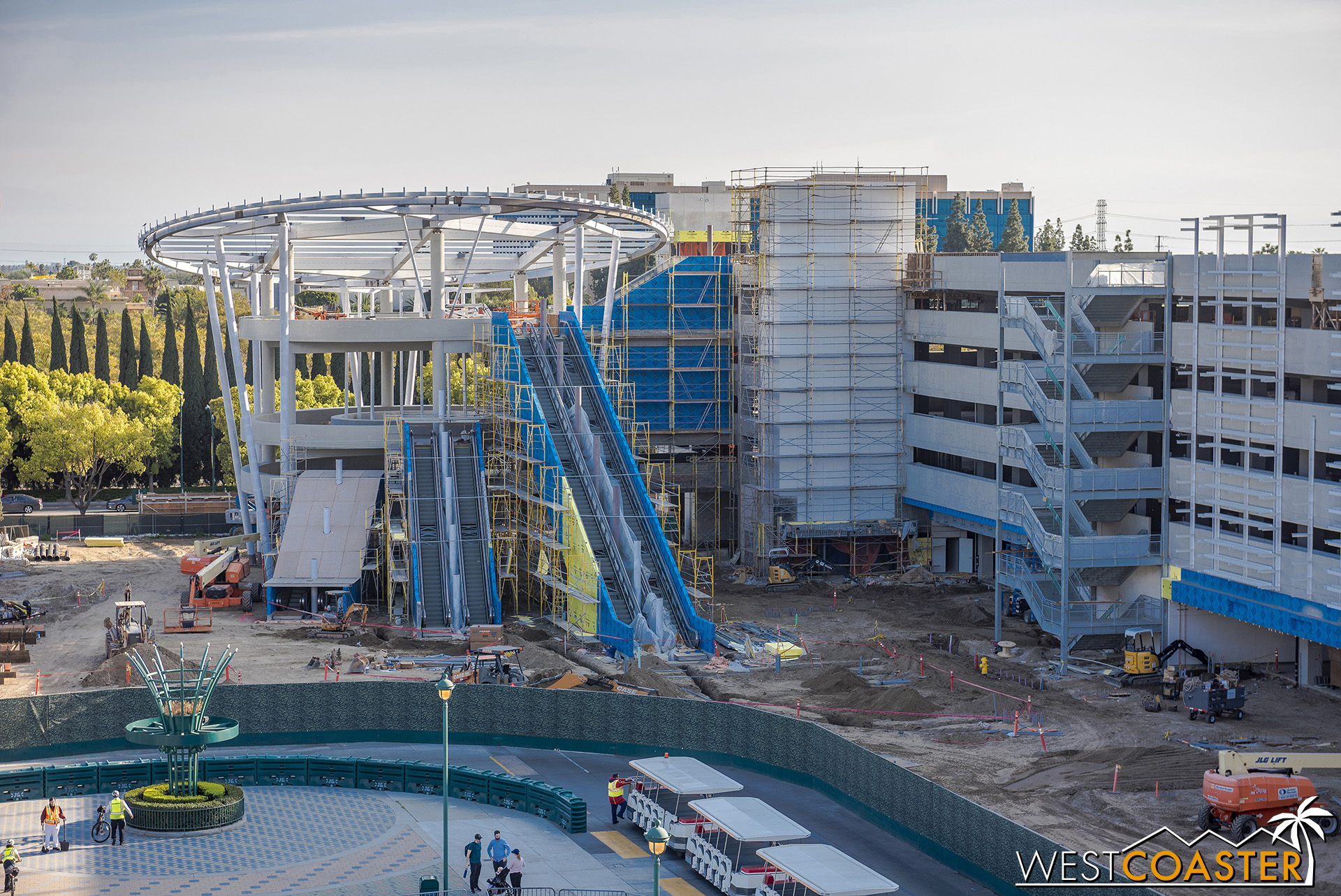 And over the past couple of weeks, they also hoisted the big canopy to the top of the escalator promenade!