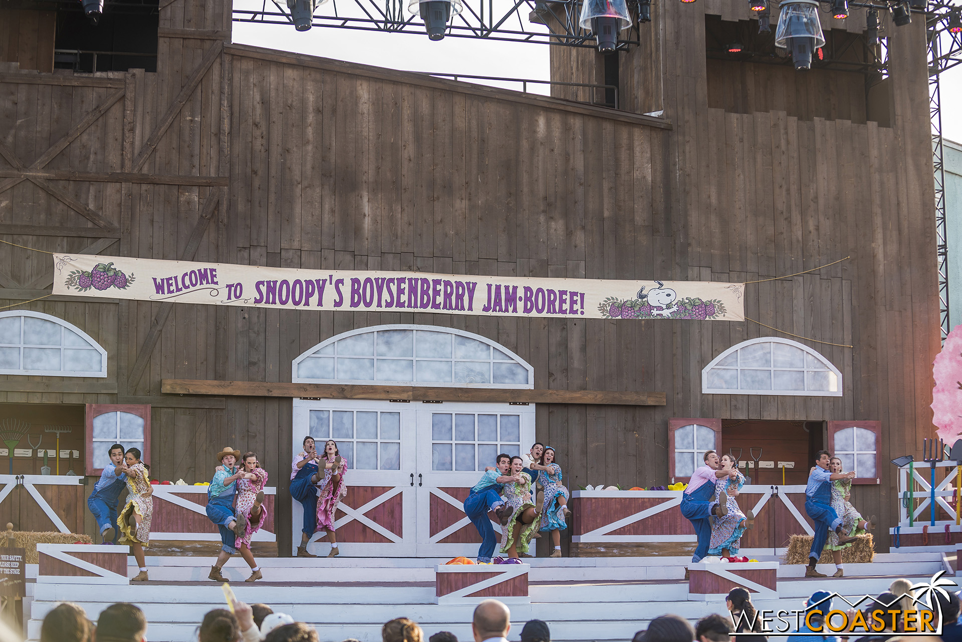 KBF-19_0404-F-Entertainment-SnoopyJamboree-0002.jpg