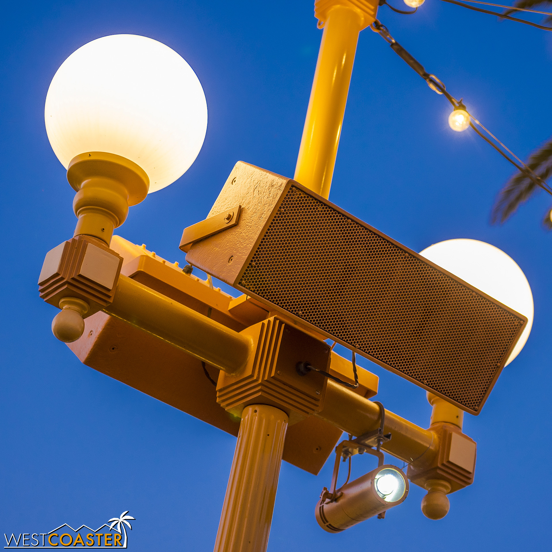 It projects what looks to be a daylight or neutral LED light toward the figures.  But it doesn't really meet the warm vibrance of the Pier.
