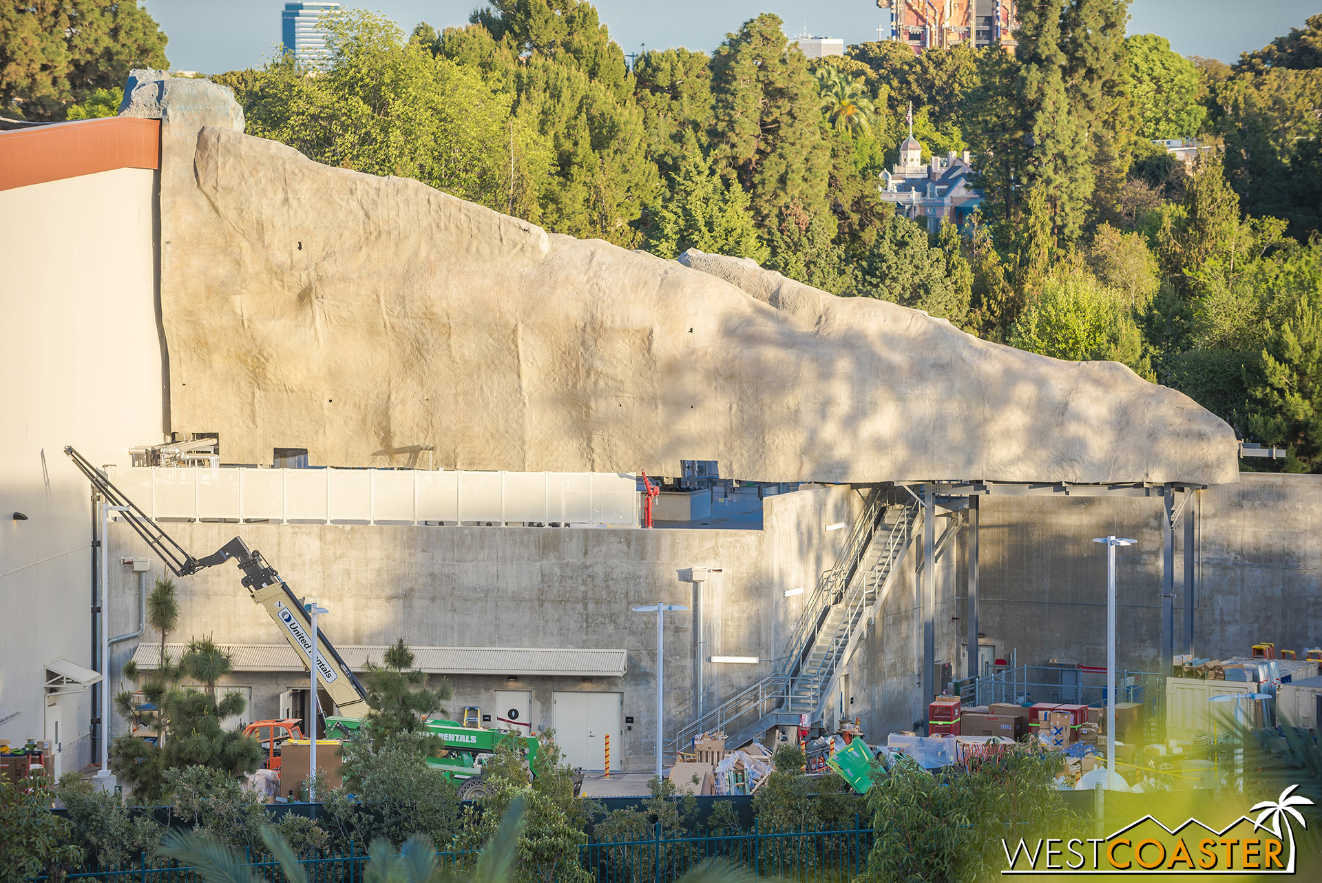 I hope it looks at least presentable from all angles when Galaxy's Edge opens!