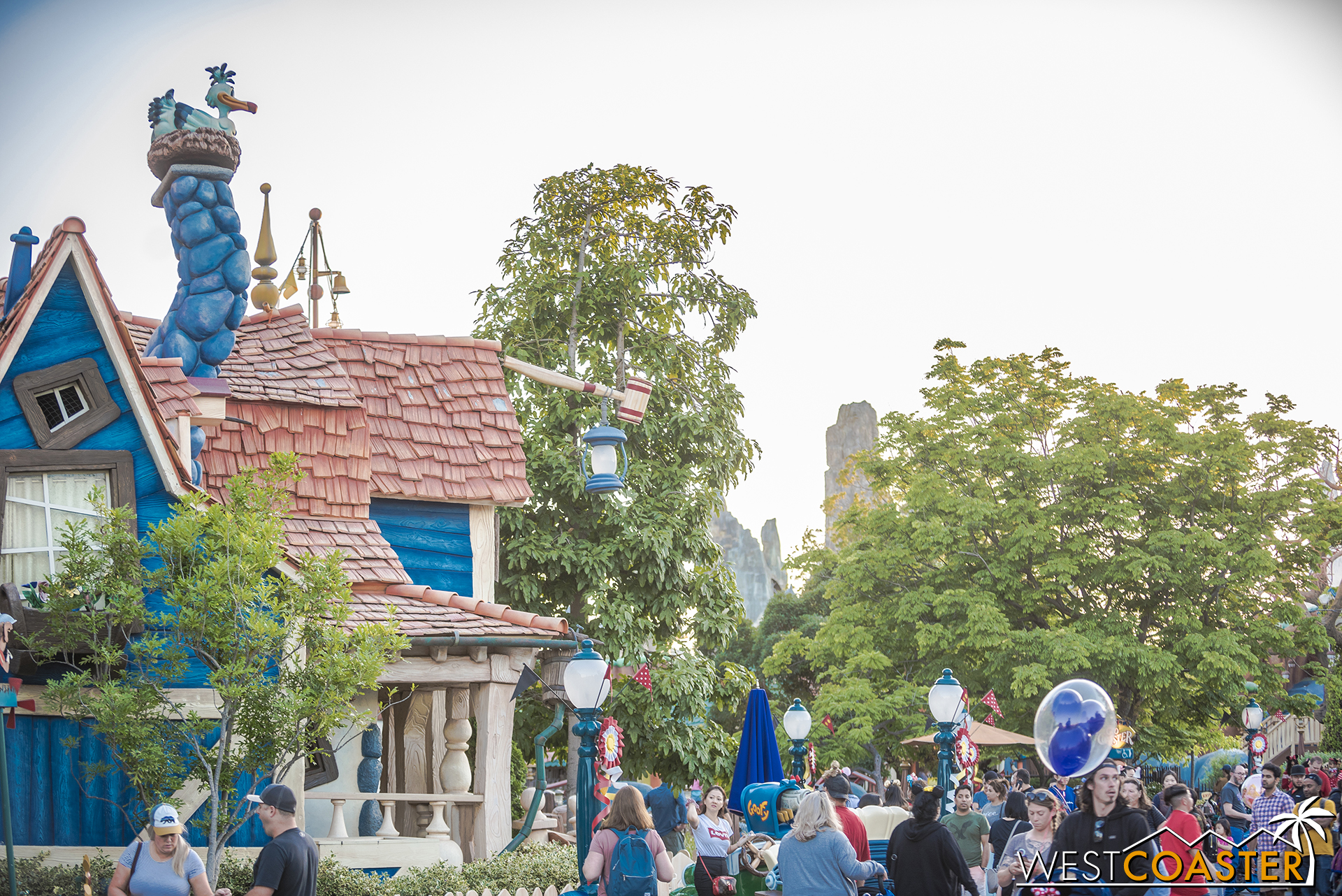 How does Batuu look from Mickey's Toontown?