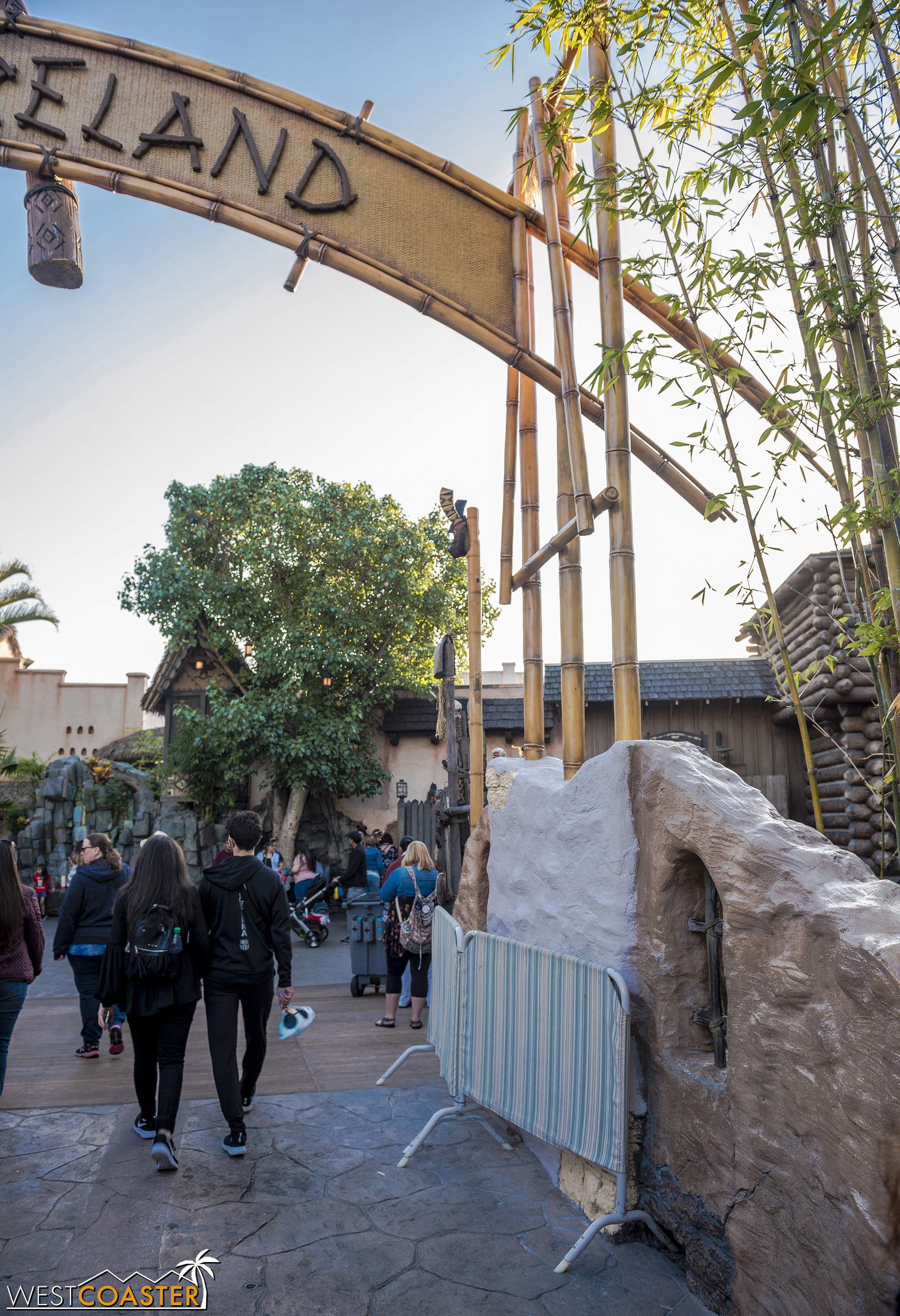 The rockwork here needs repainting, but the extra bamboo structure previously on this side is gone.  Goodbye, bottleneck!