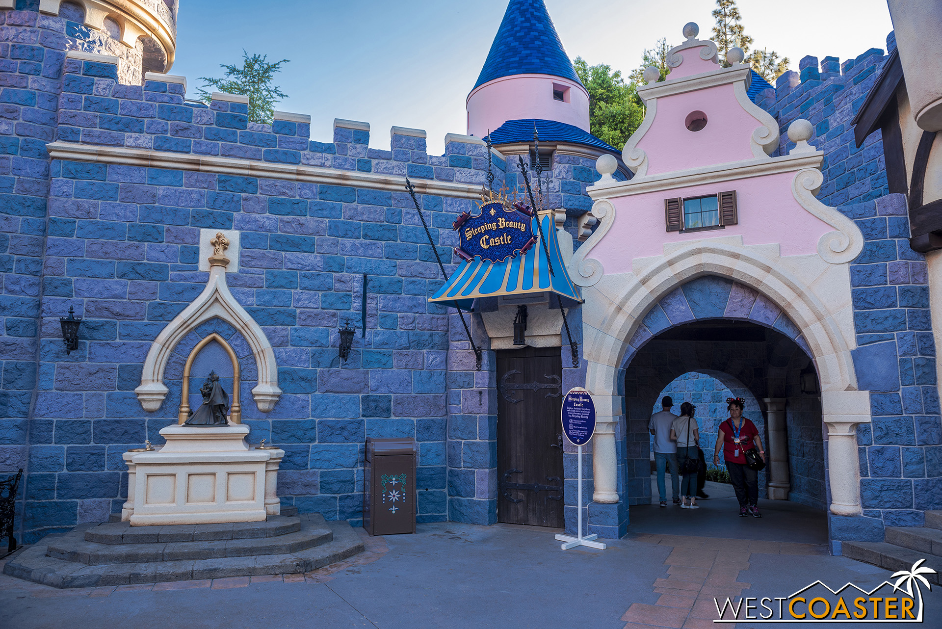 To Frontierland and Fantasy Faire…