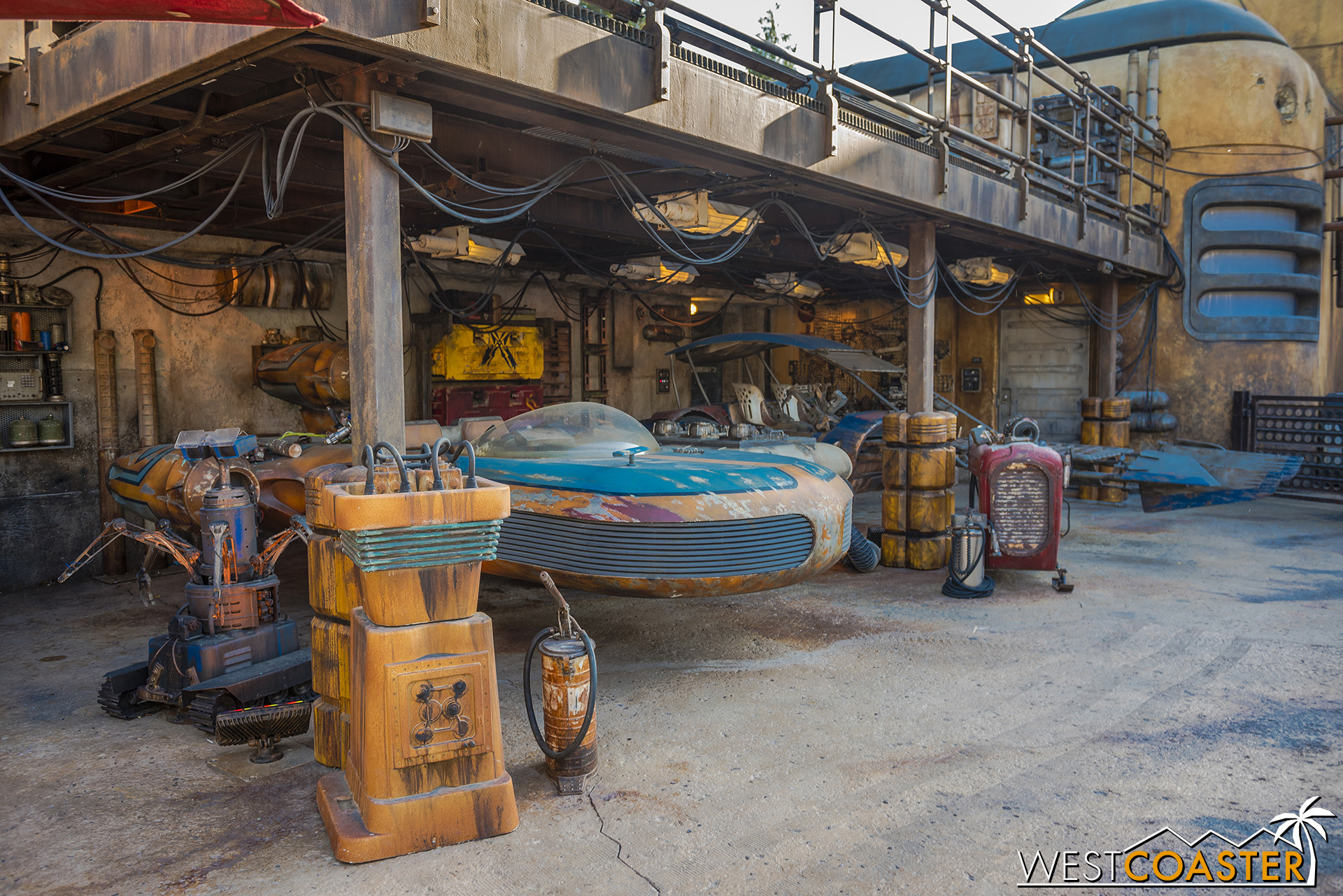 This area is a bit of a repair shop for some land speeders.