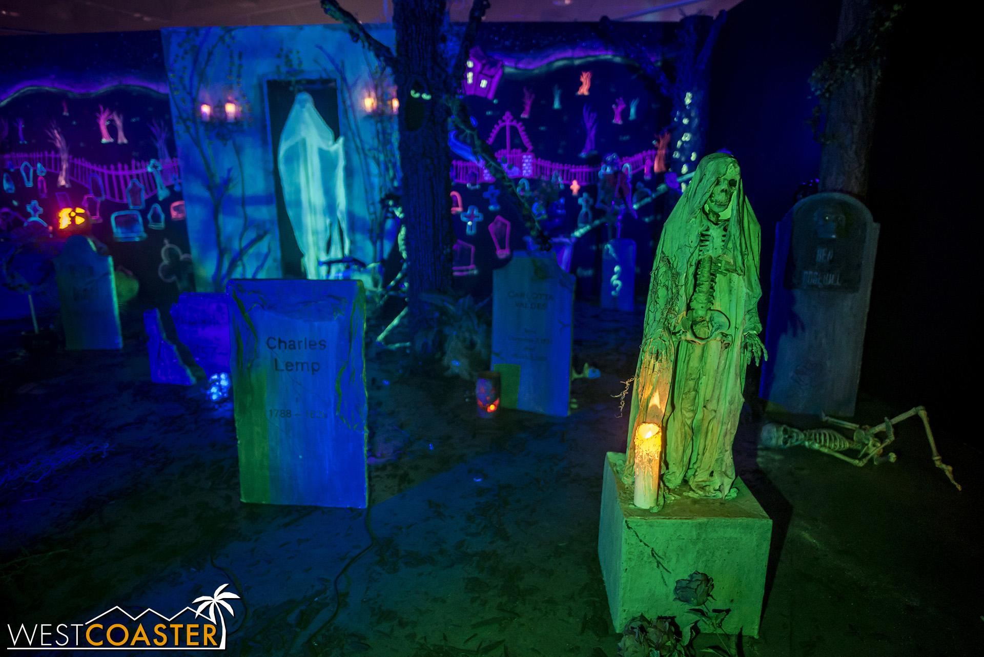MSS-19_0809-02-RosehillHaunt-CemeteryCelebration-0004.jpg