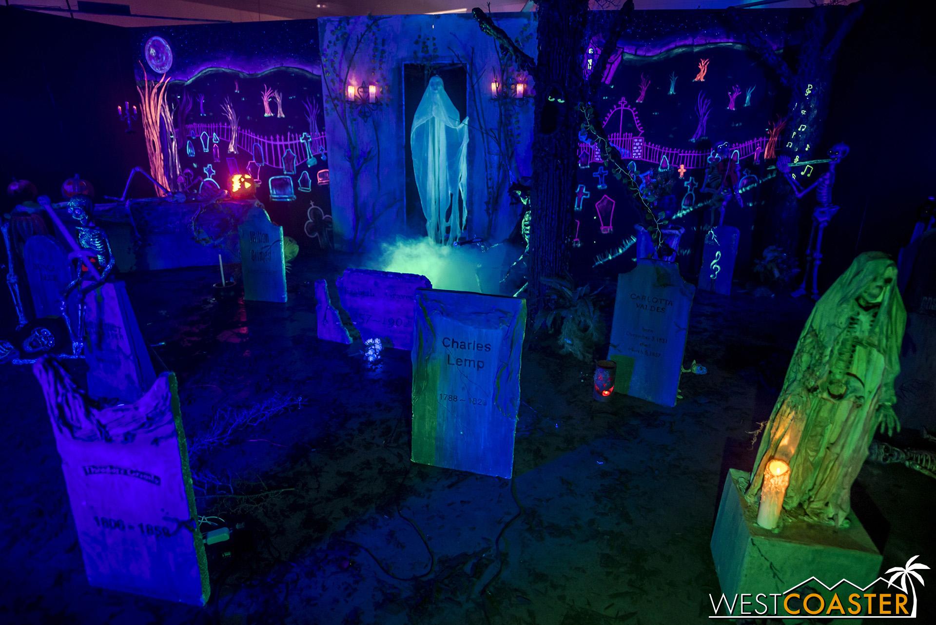 MSS-19_0809-02-RosehillHaunt-CemeteryCelebration-0005.jpg
