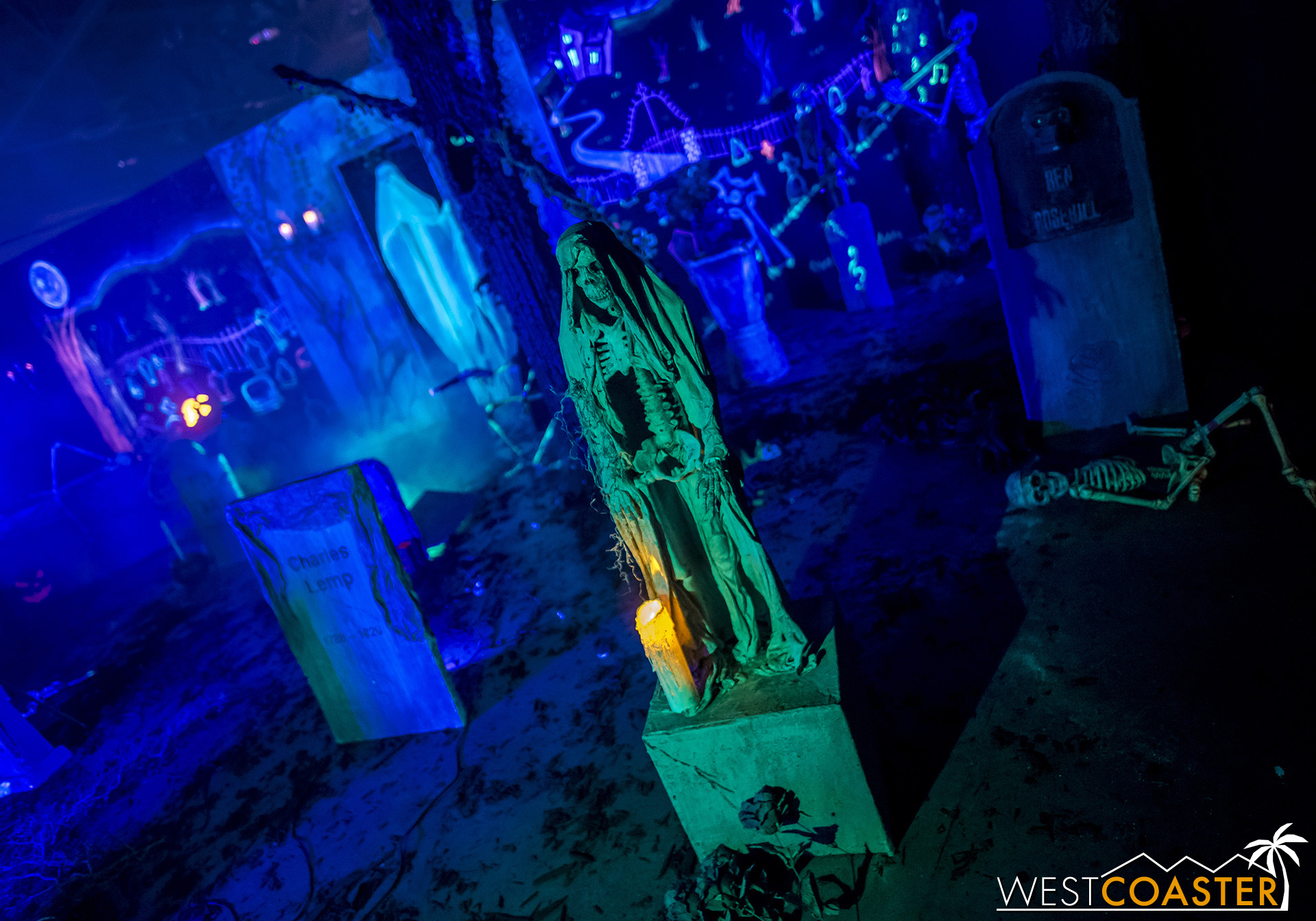 MSS-19_0809-02-RosehillHaunt-CemeteryCelebration-0007.jpg