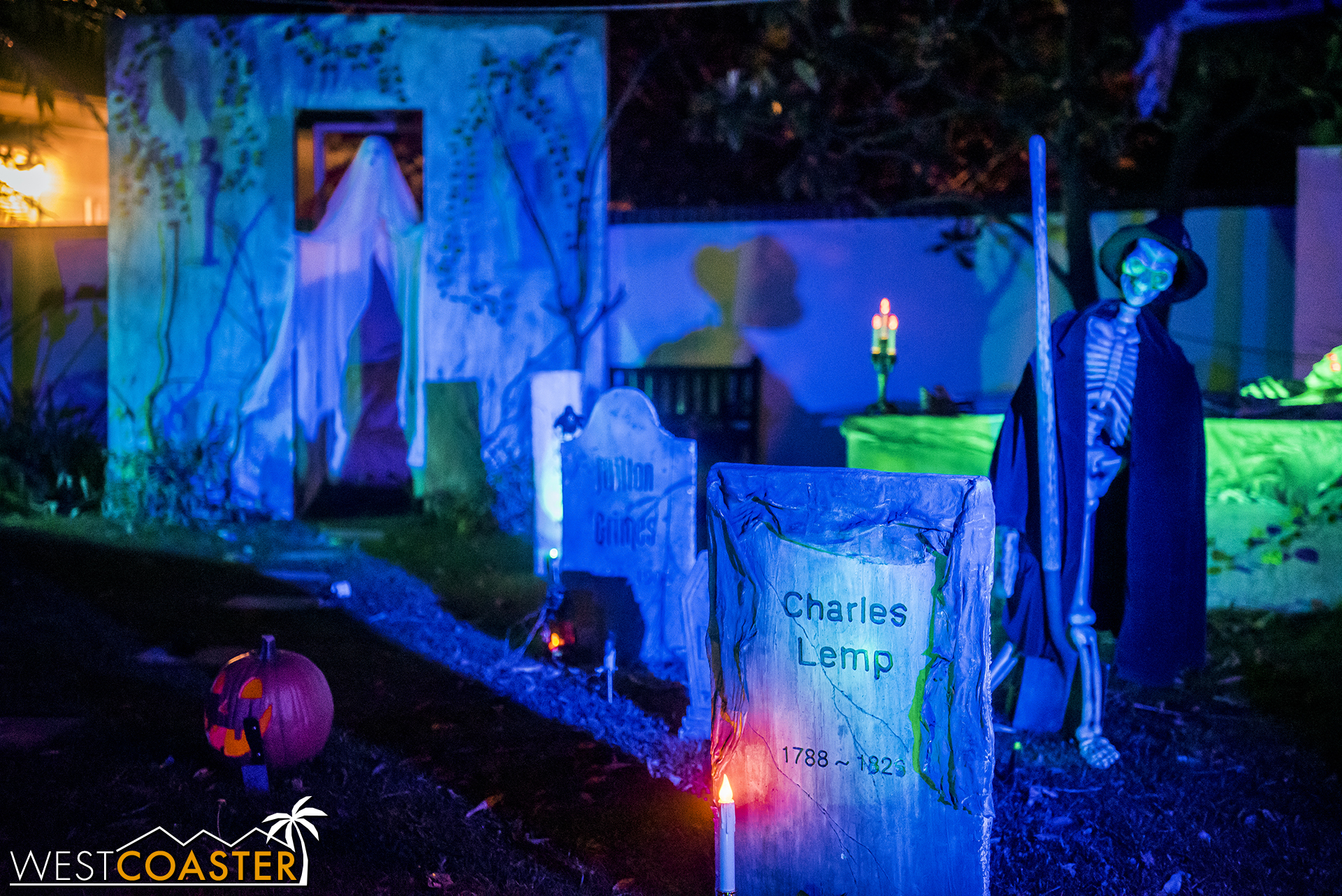 Rosehill Haunt is a fantasic Studio City haunted yard display.