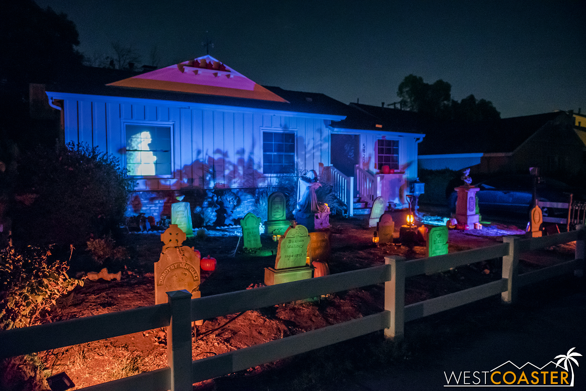 VanOaks Cemetery is a yard display, not a haunt, but the detail and craftsmanship are superb, and literally everything here is custom and personally fabricated!