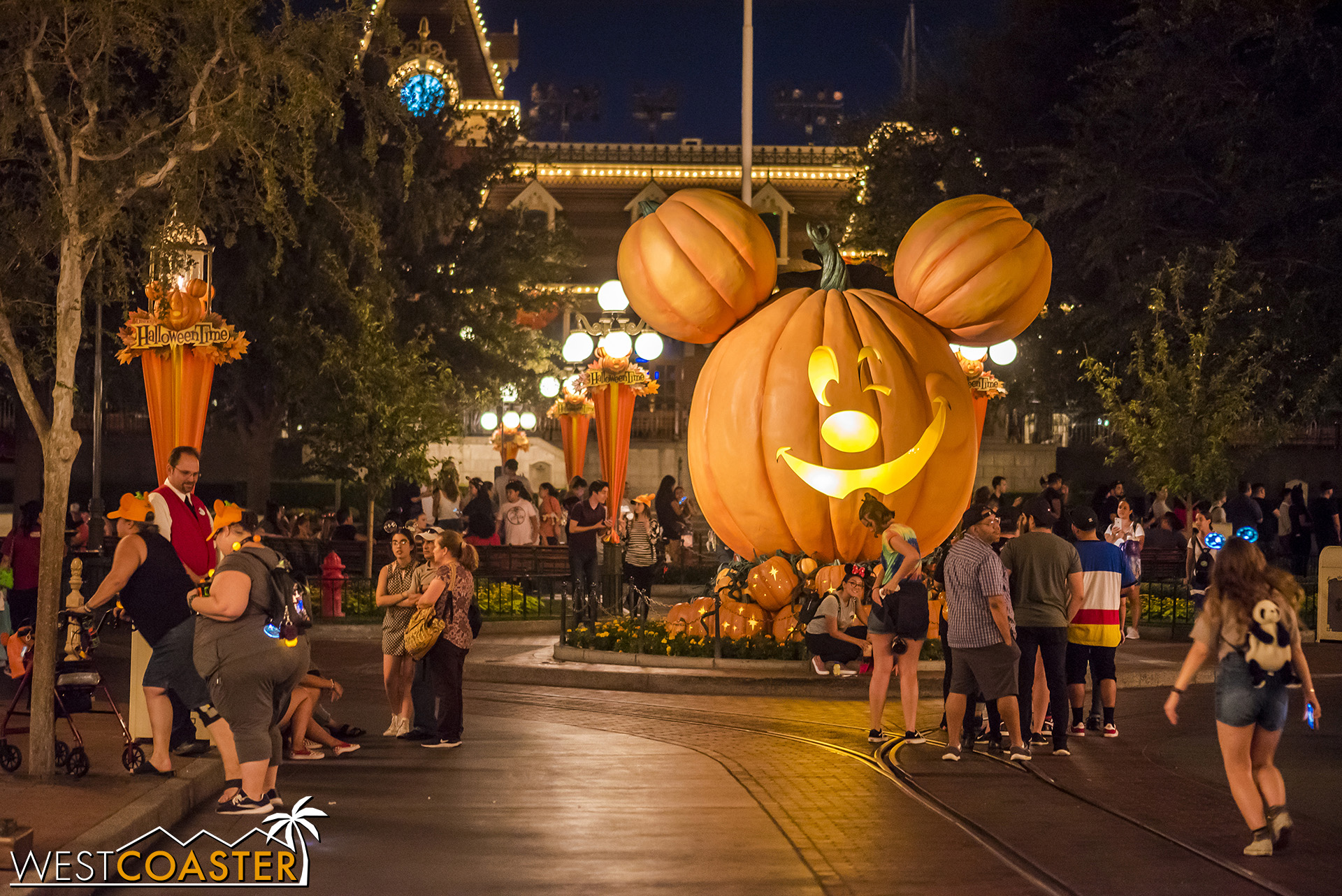 45 minutes after park closing, Main Street was still somewhat crowded.