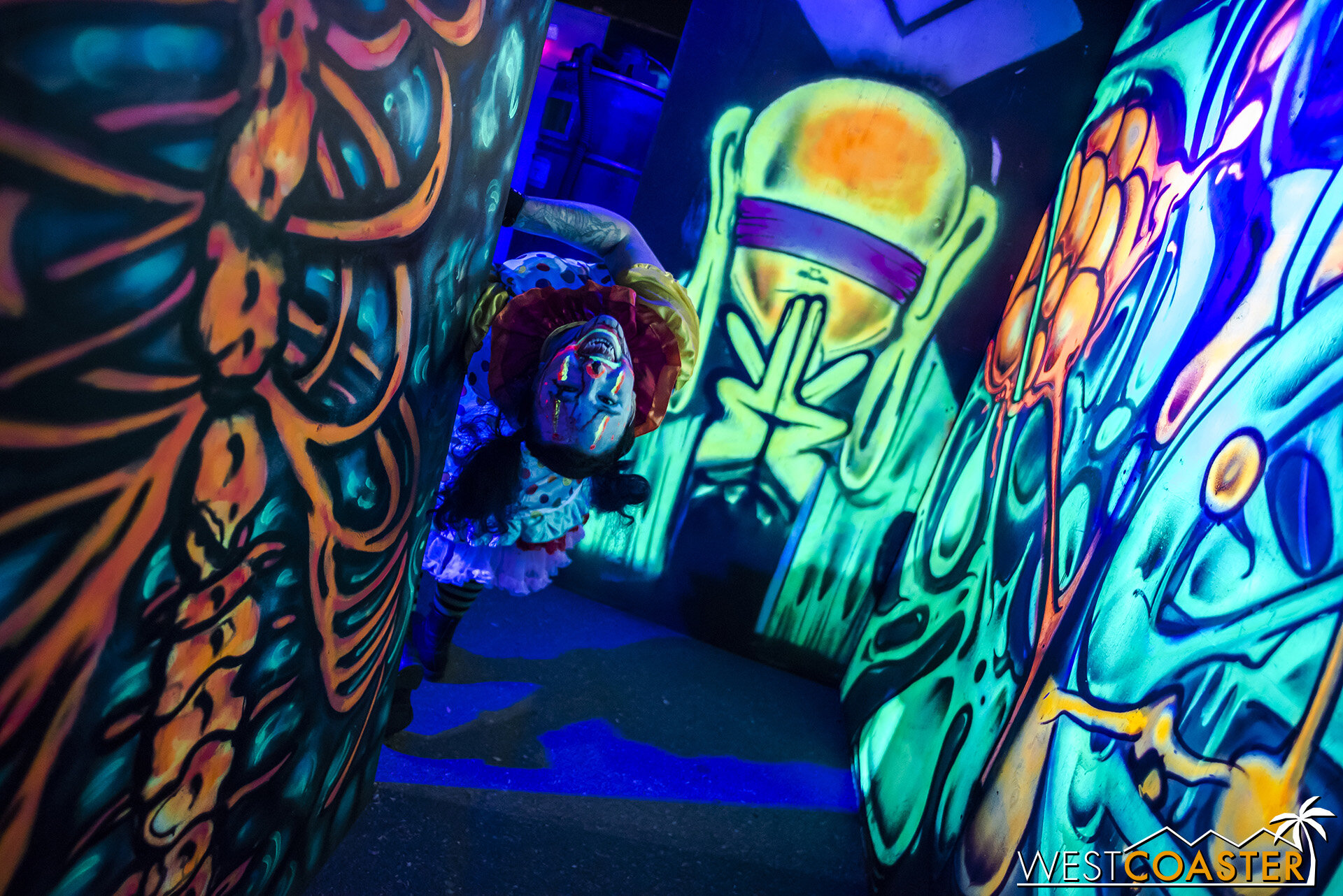 A psychedelic clown maze glows colorfully in Chromadepth rendition.