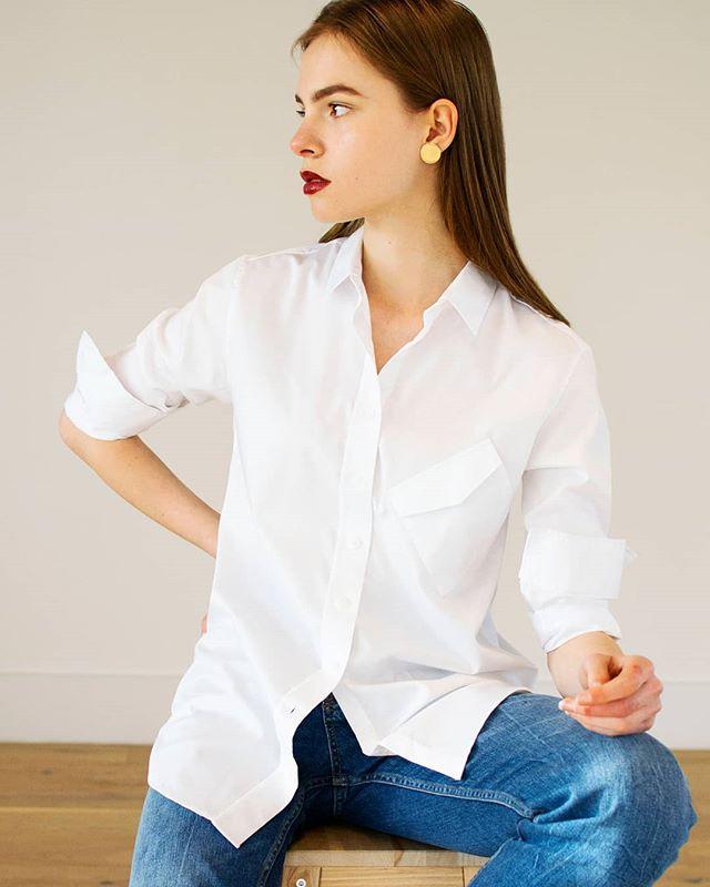 The not-so-basic basic shirt. #crookedboyfriendshirt 👕❤️ . . . . . @glorysliving #jetti #jettieffect #minimal #minimalstyle #minimaliststyle #minimalfashion #minimalistfashion #minimalove #minimalwardrobe #slowfashion #buylessbuybetter #ethicalfashion #sustainablefashion #sustainablestyle #sustainableluxury #emergingdesigner #allwhite  #cottonshirt #perfectshirt #shirtstyle #londonstyle #londonfashion #classicstyle #effortlessstyle #lessismore #simplicity #capsulewardrobe #simplestyle #styleatanyage 