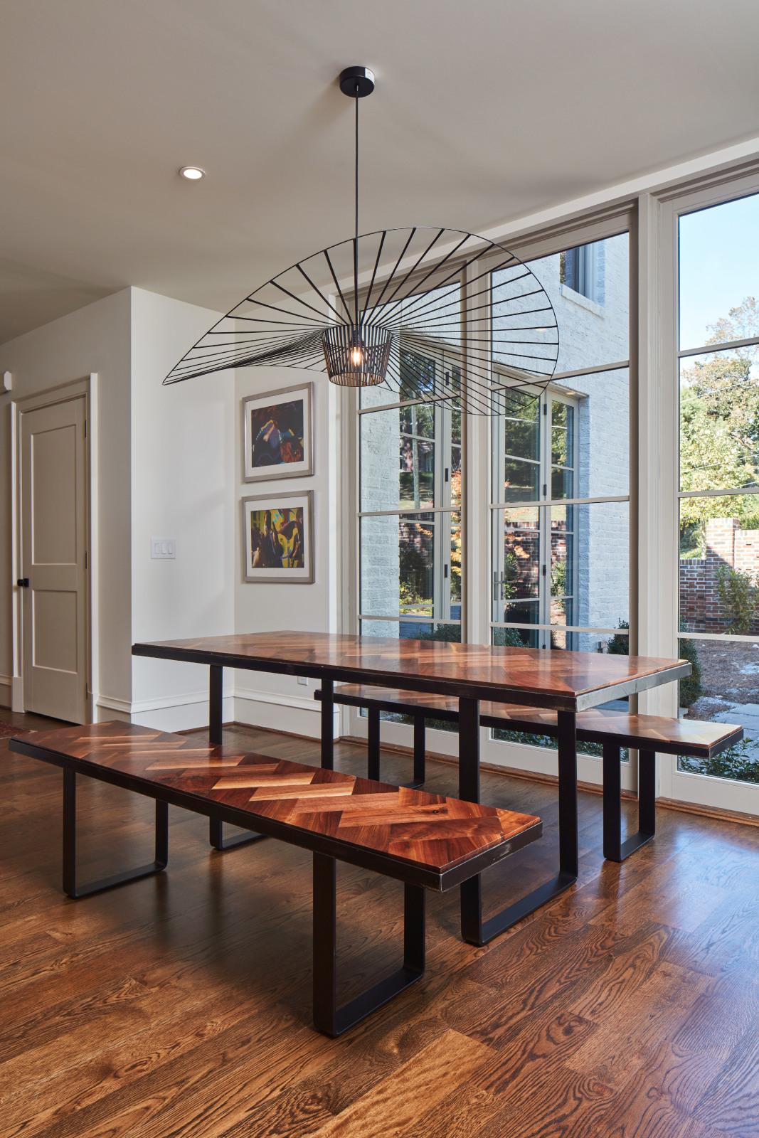 kitchen breakfast table.jpg
