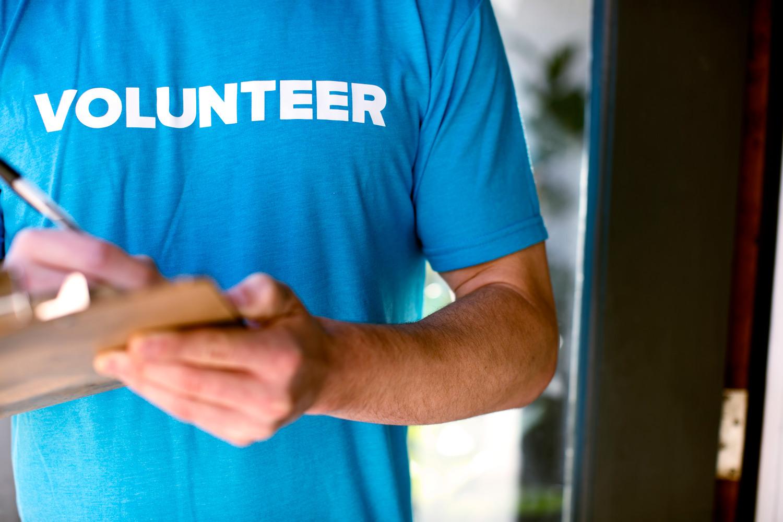 Connecting-volunteer.jpg