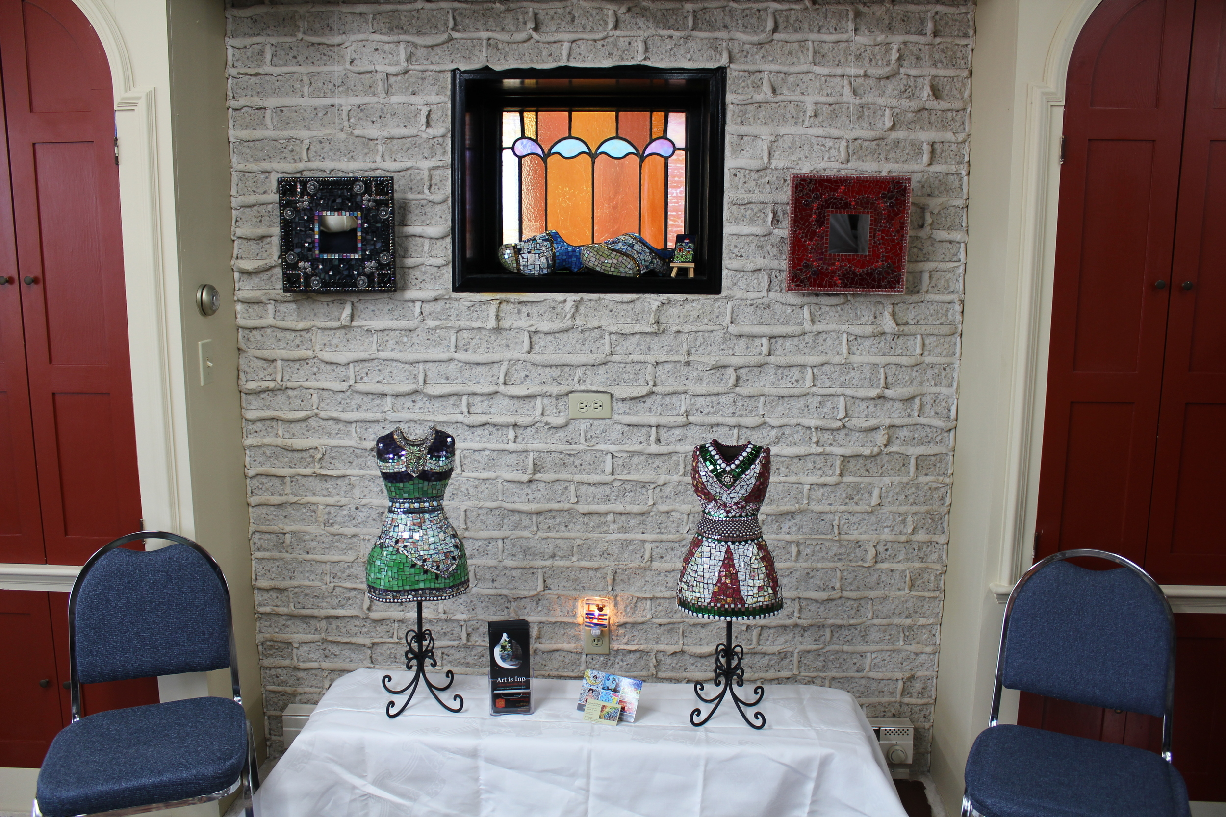 Mosaic dresses. Mirrors and Sprenkelende Klompen.