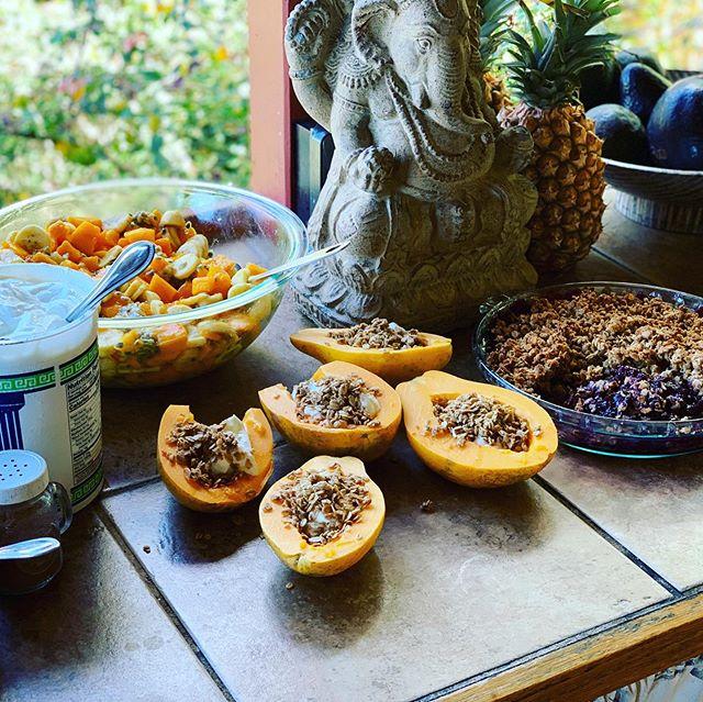 #Tropical #breakfast #buffet @whalespiritsanctuary #kona #retreatcatering for #teamwildreign @rootsandwingswellness