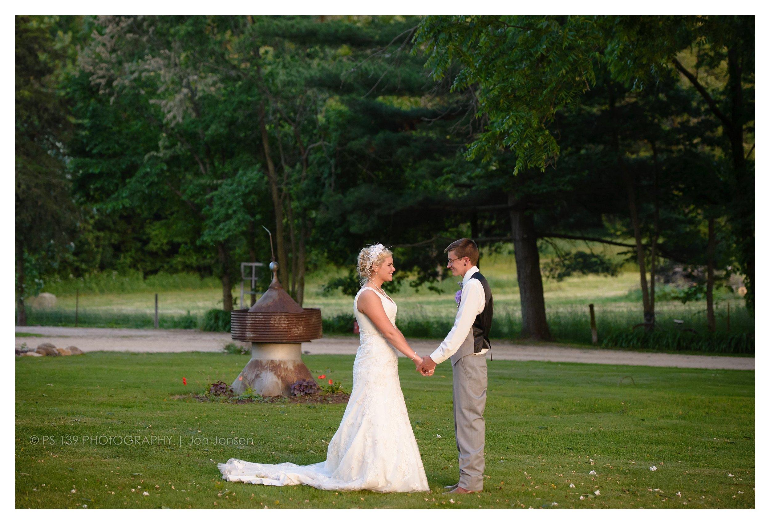 oregon Illinois oak lane farm wisconsin wedding photographer bayfield wi ps 139 photography jen jensen_0253.jpg