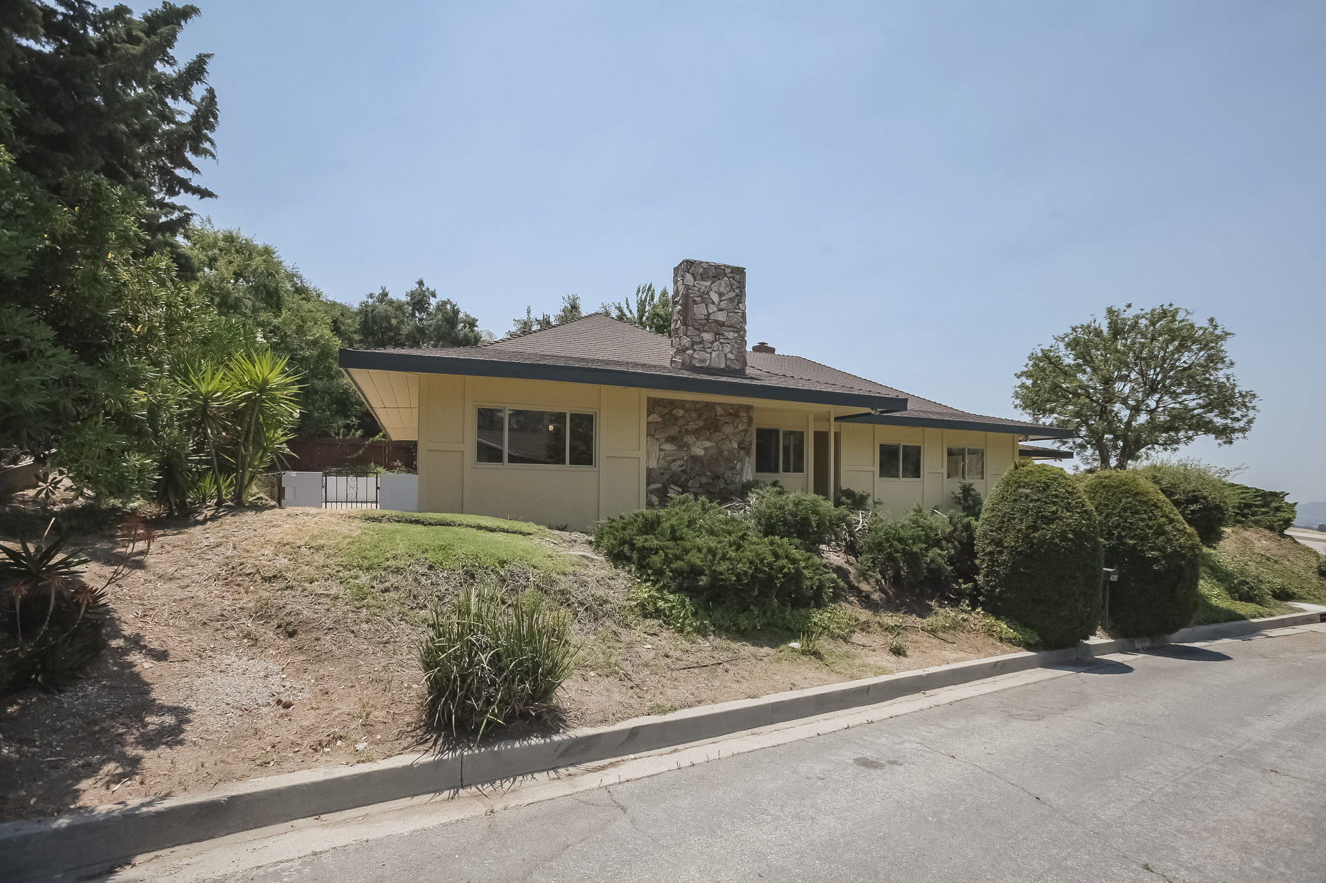 001-Front_View_on_Hollywell_side-4443069-medium.jpg