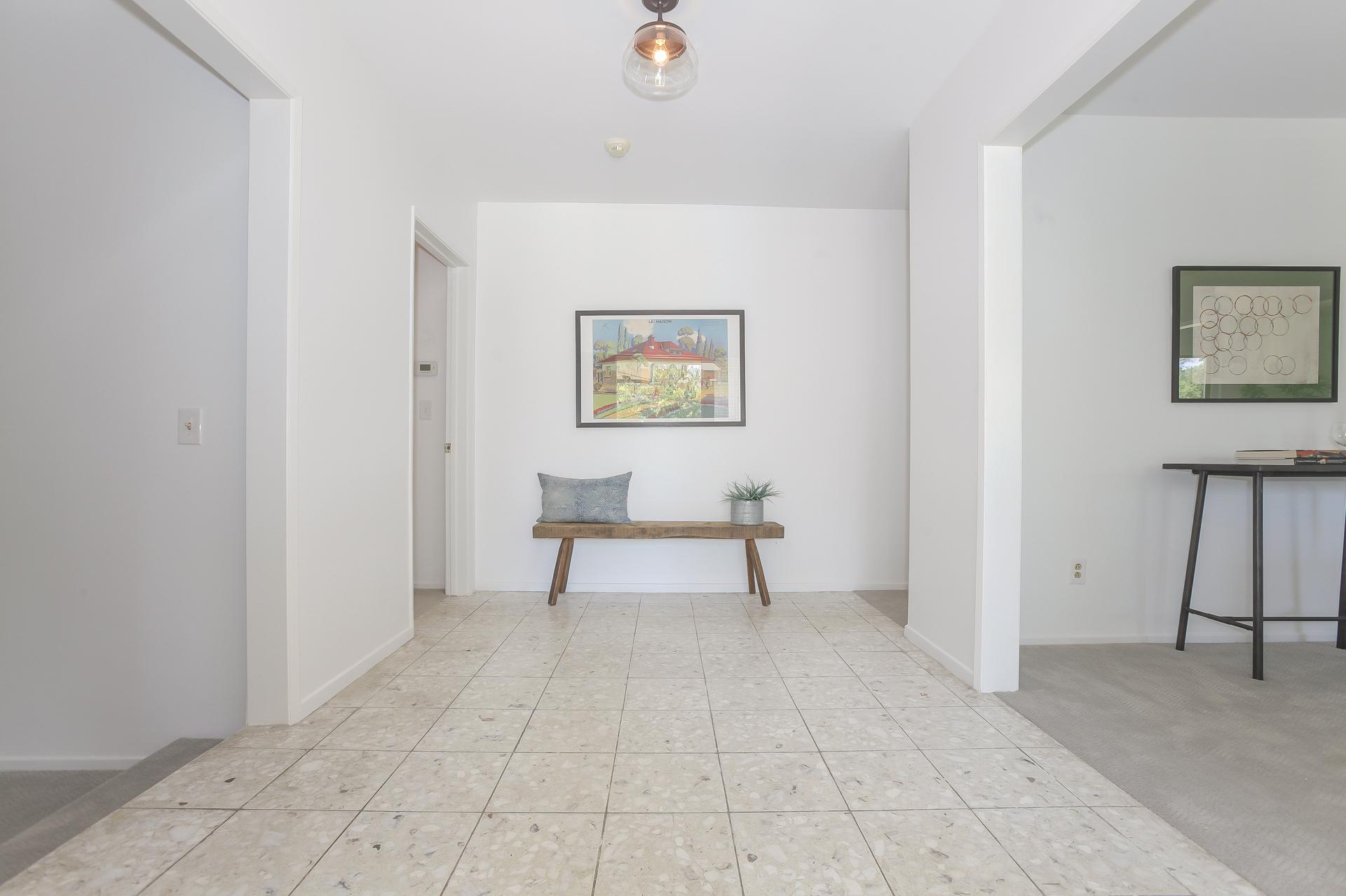 006-Foyer-4443100-medium.jpg