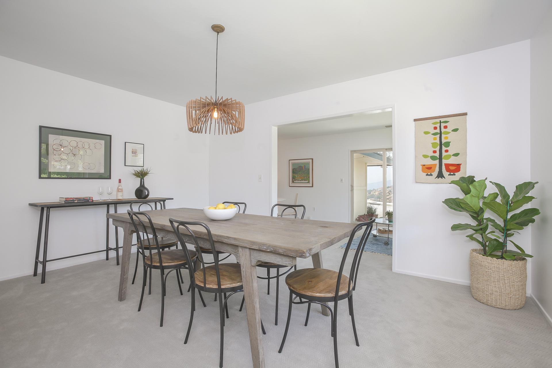 012-Dining_Room-4443088-medium.jpg
