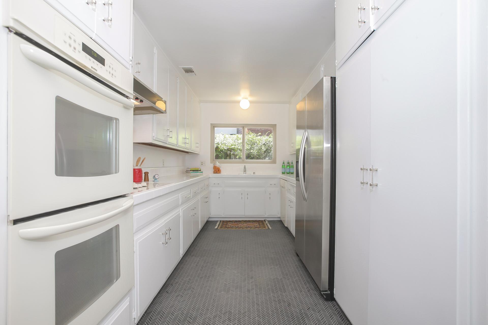 015-Kitchen-4443093-medium.jpg