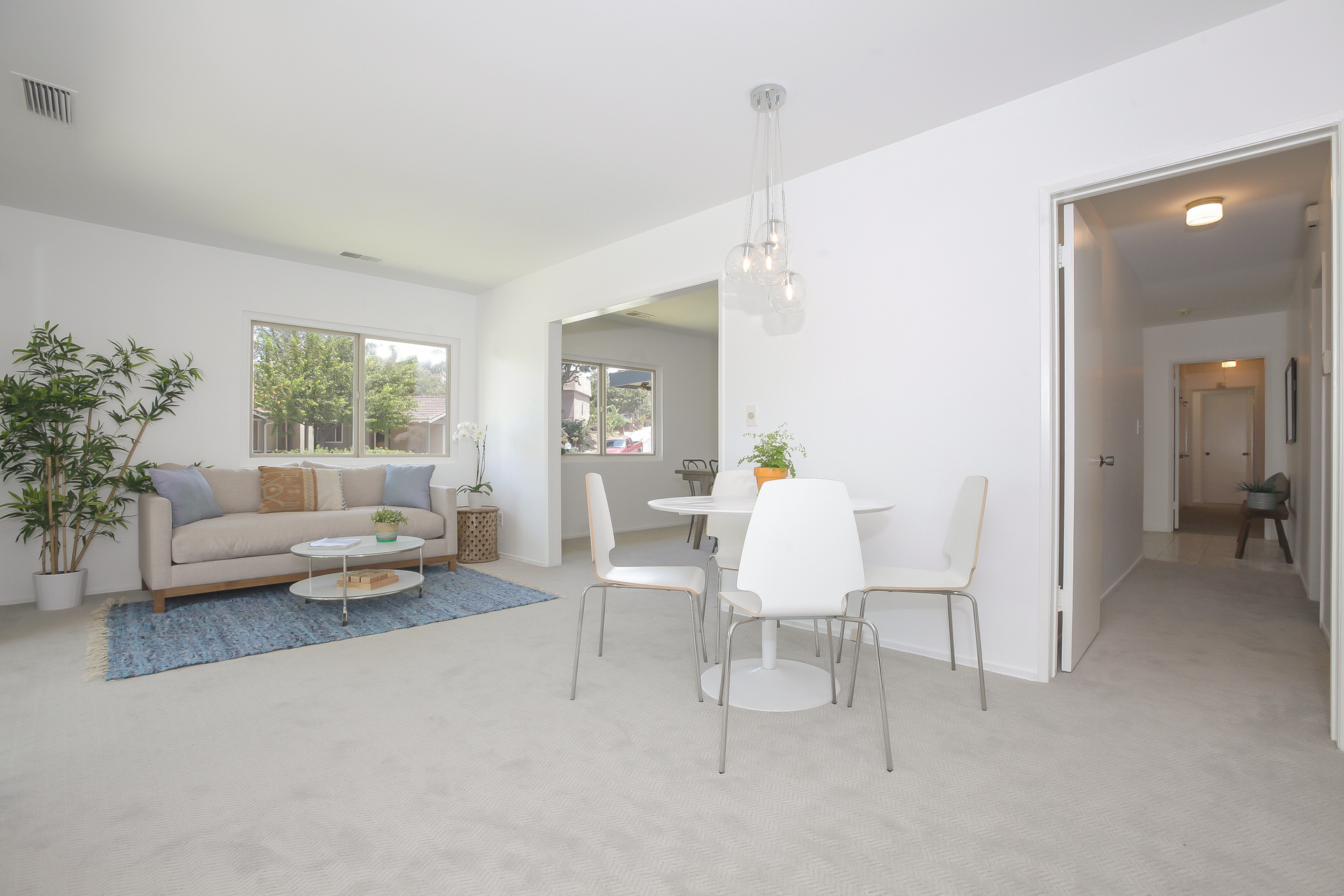 017-Sitting_Room__breakfast_area-4443096-medium.jpg
