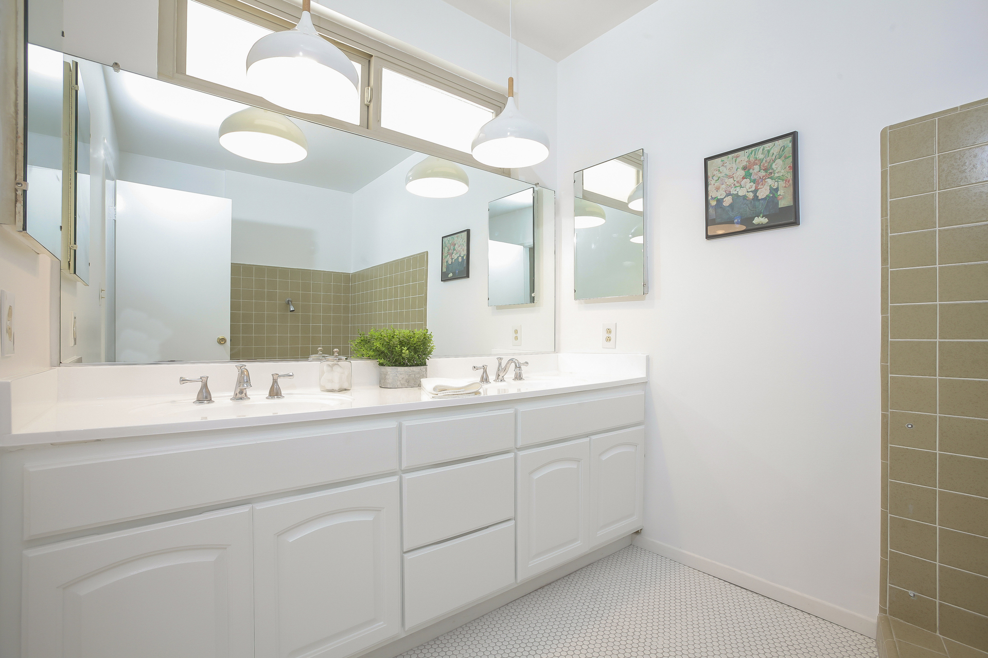034-Master_Bathroom-4443073-medium.jpg