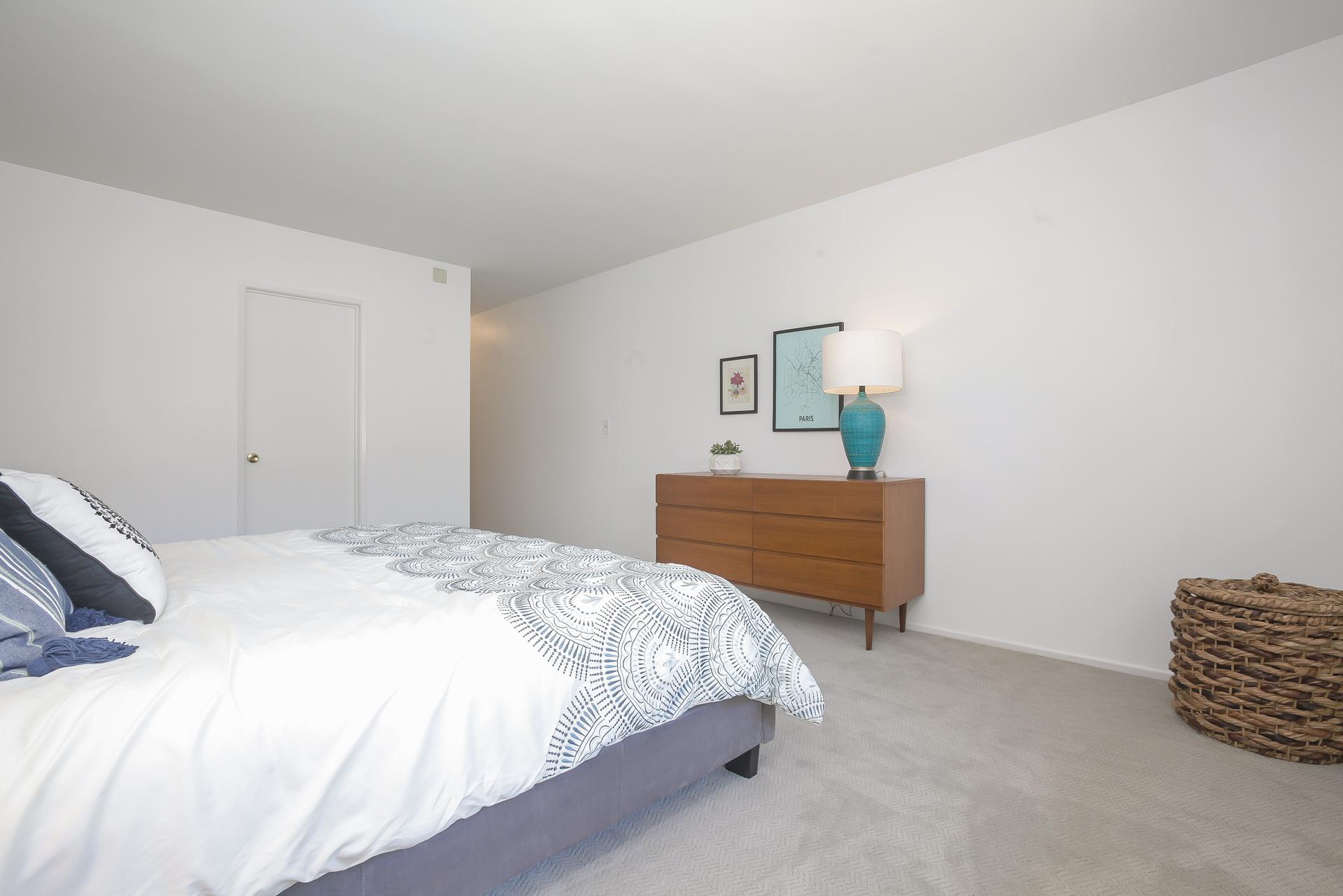 039-Master_Bedroom-4443072-medium.jpg