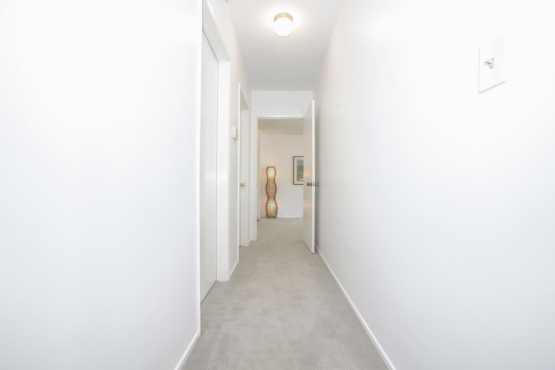 042-Hallway_back_to_kitchen-4443080-medium.jpg