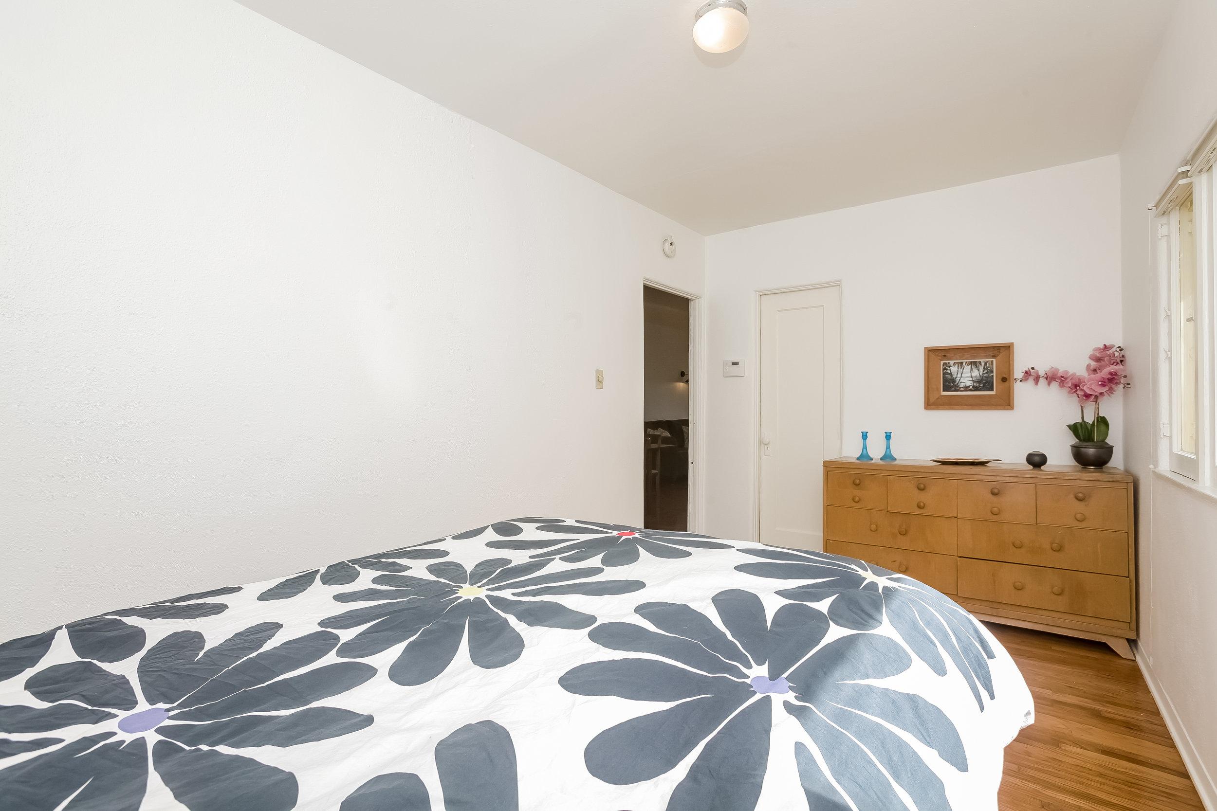 014-Bedroom-4517255-large.jpg
