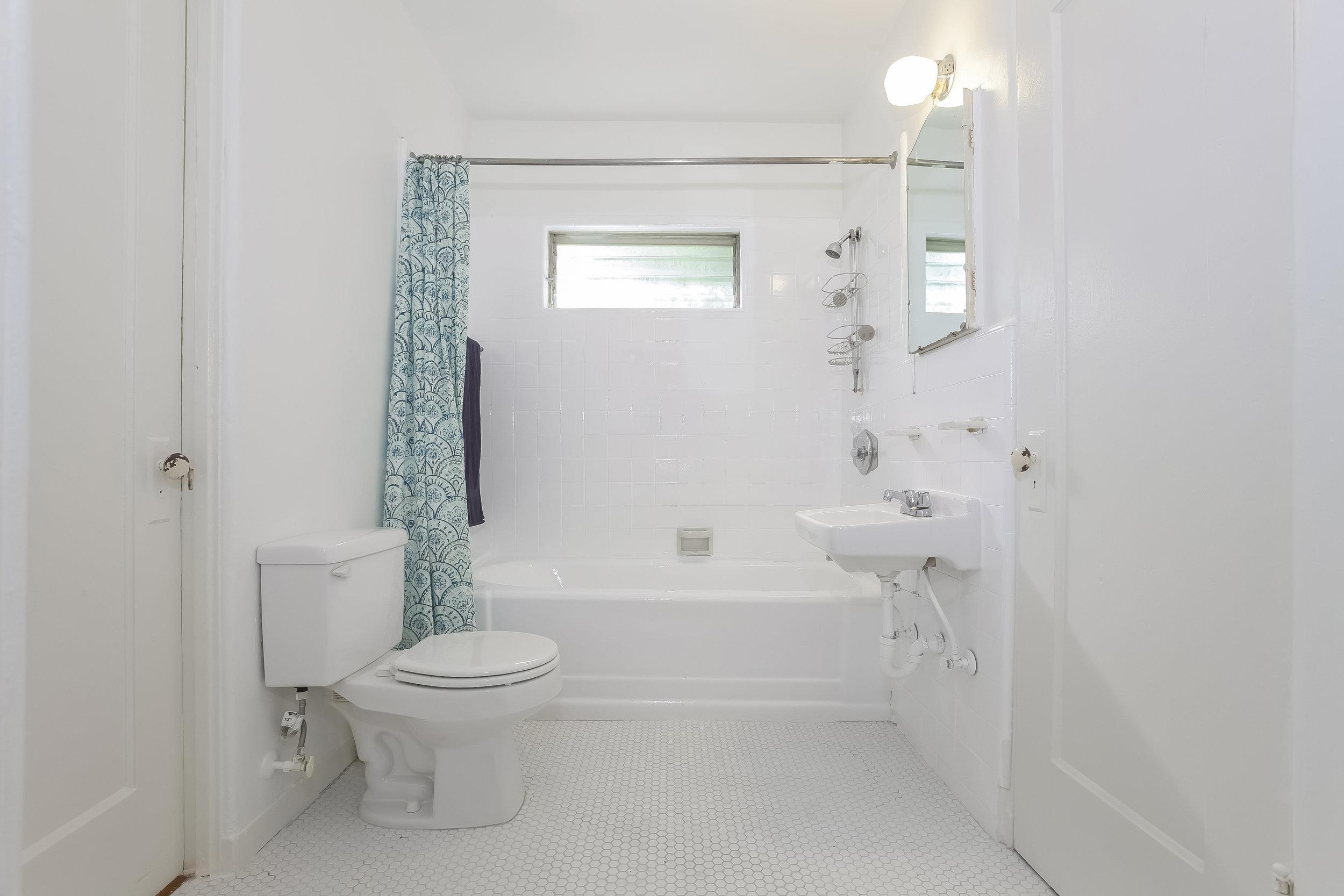 016-Bathroom-4517249-large.jpg