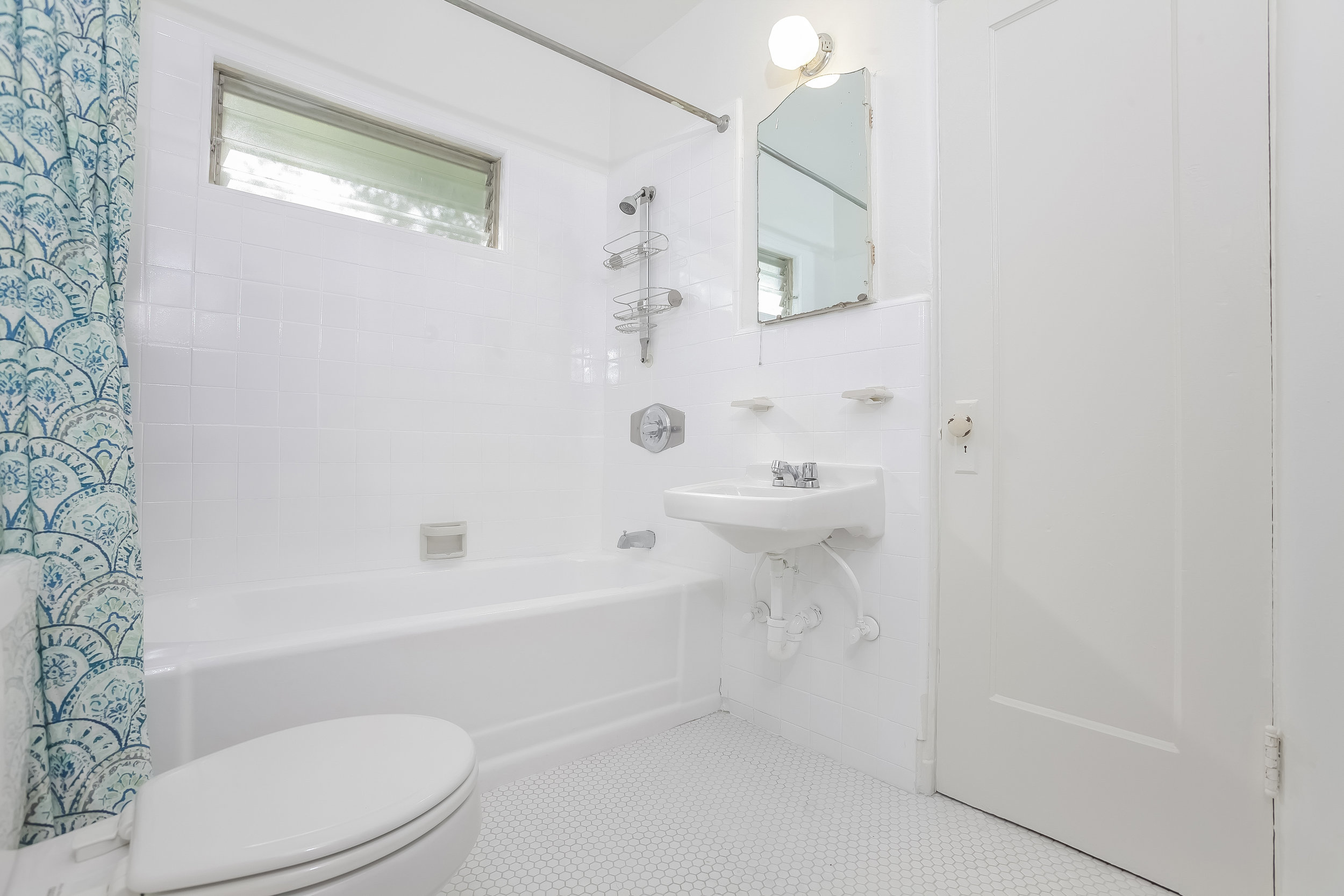 017-Bathroom-4517253-large.jpg