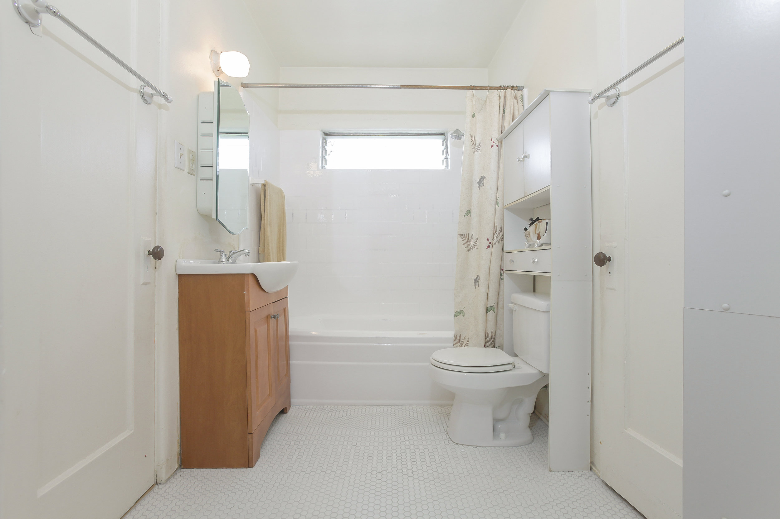 027-Bathroom-4526141-large.jpg