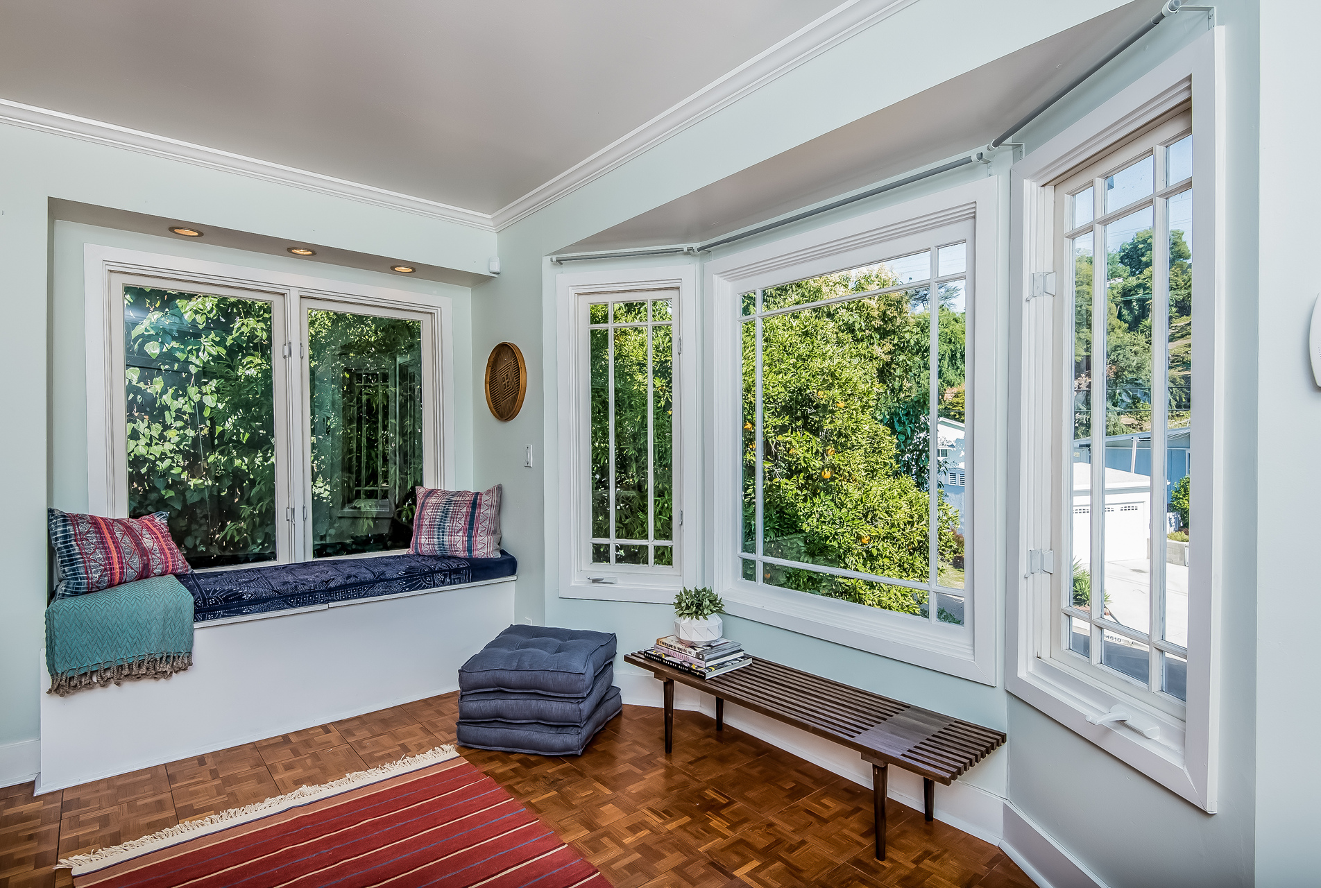 003-Living_Room-_window_seat-2907719-medium.jpg