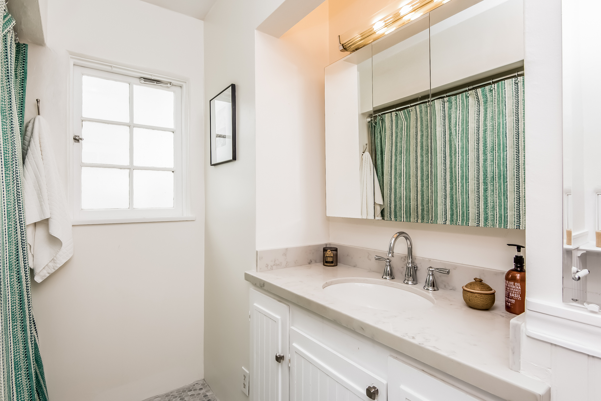 022-Bathroom-2860449-medium.jpg