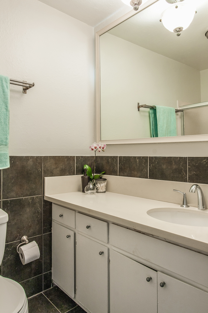 016-Bathroom-2260258-medium.jpg
