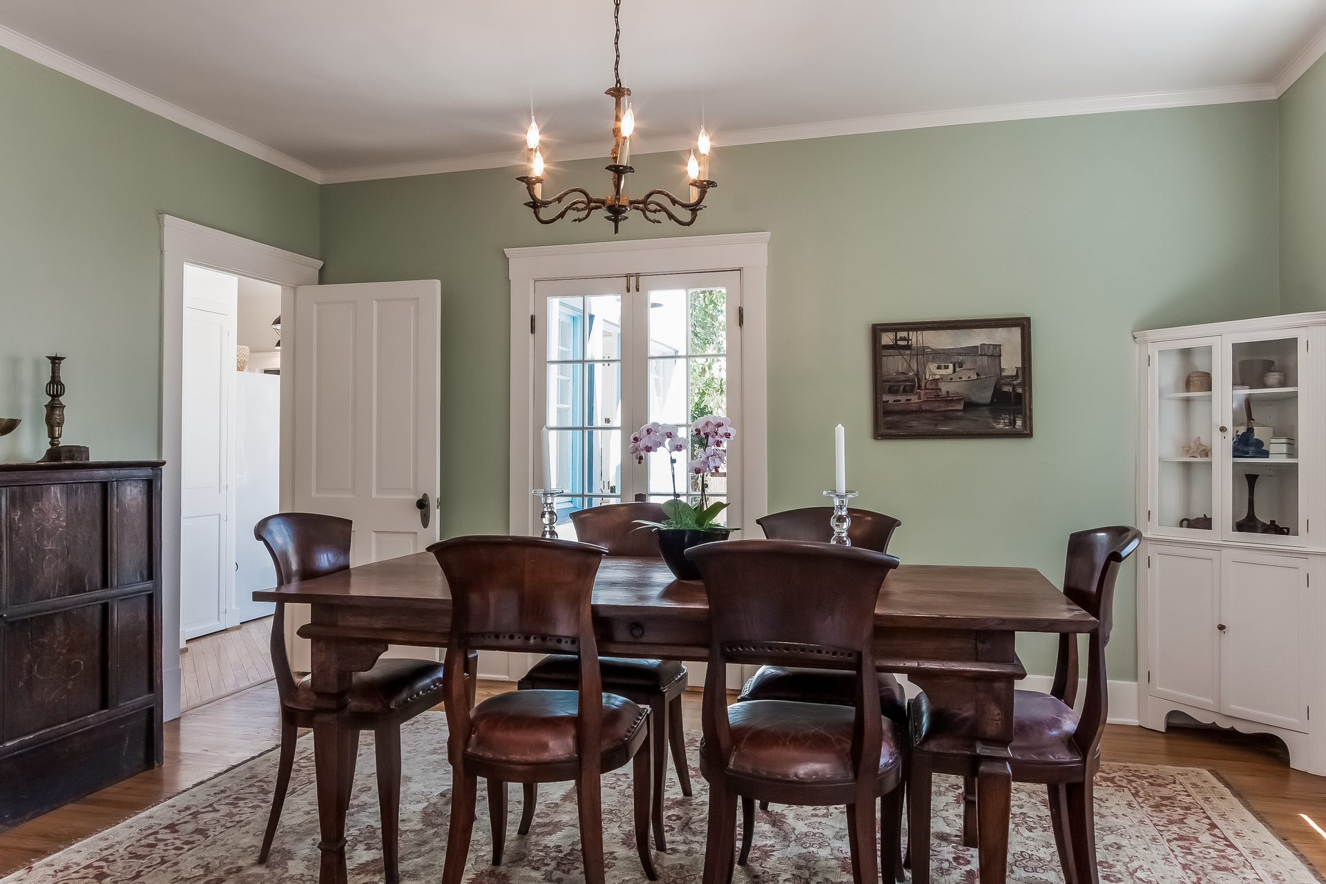 007-Dining_Room-1926860-medium.jpg