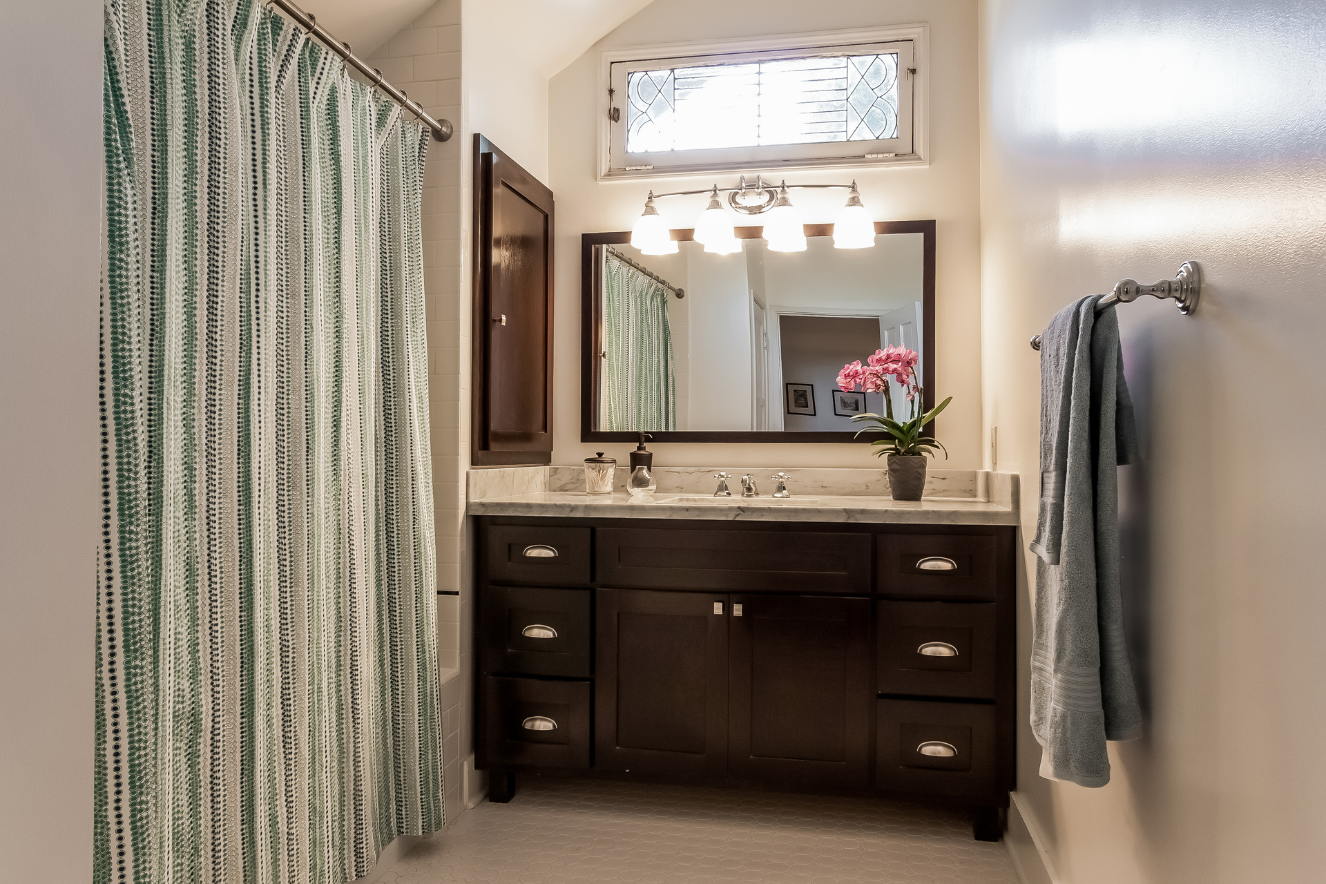 021-Bathroom-1926906-medium.jpg