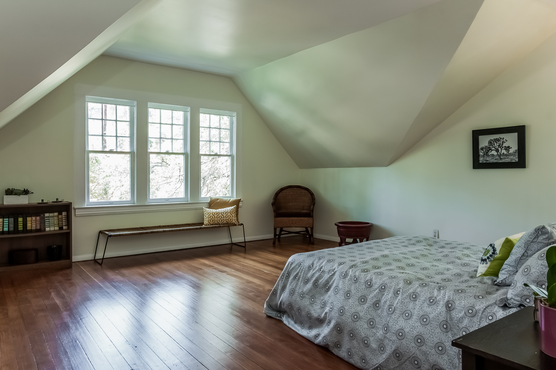 023-Bedroom-1926903-medium.jpg