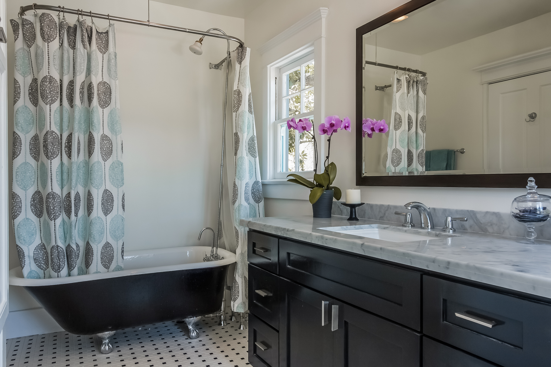 027-Master_Bathroom-1926909-medium.jpg