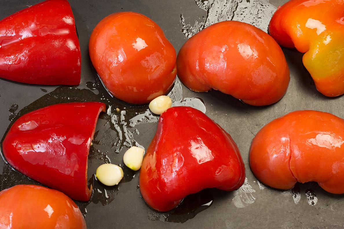 Roasting_red_bell_peppers_tomatoes_2380.jpg