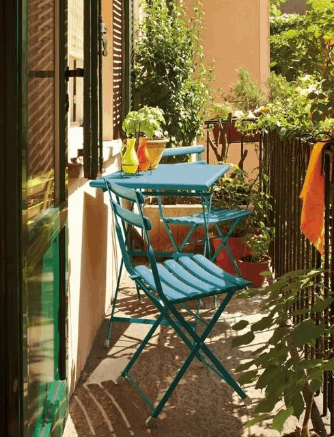 turquoise2-bistro-on-narrow-balcony-2016-02-02_1452.png